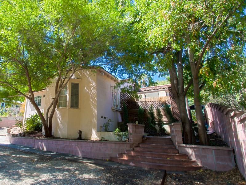 Maison unifamiliale pour l Vente à 3943 Kentucky Dr Los Angeles, Californie 90068 États-Unis