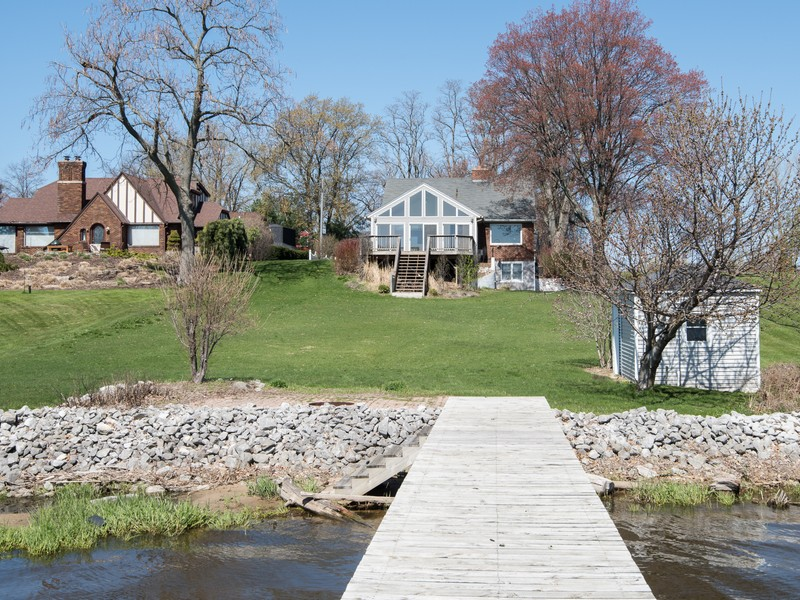 Moradia para Venda às Lake Macatawa With Deep Water Dock 488 Orchard Hill Street Holland, Michigan 49424 Estados Unidos