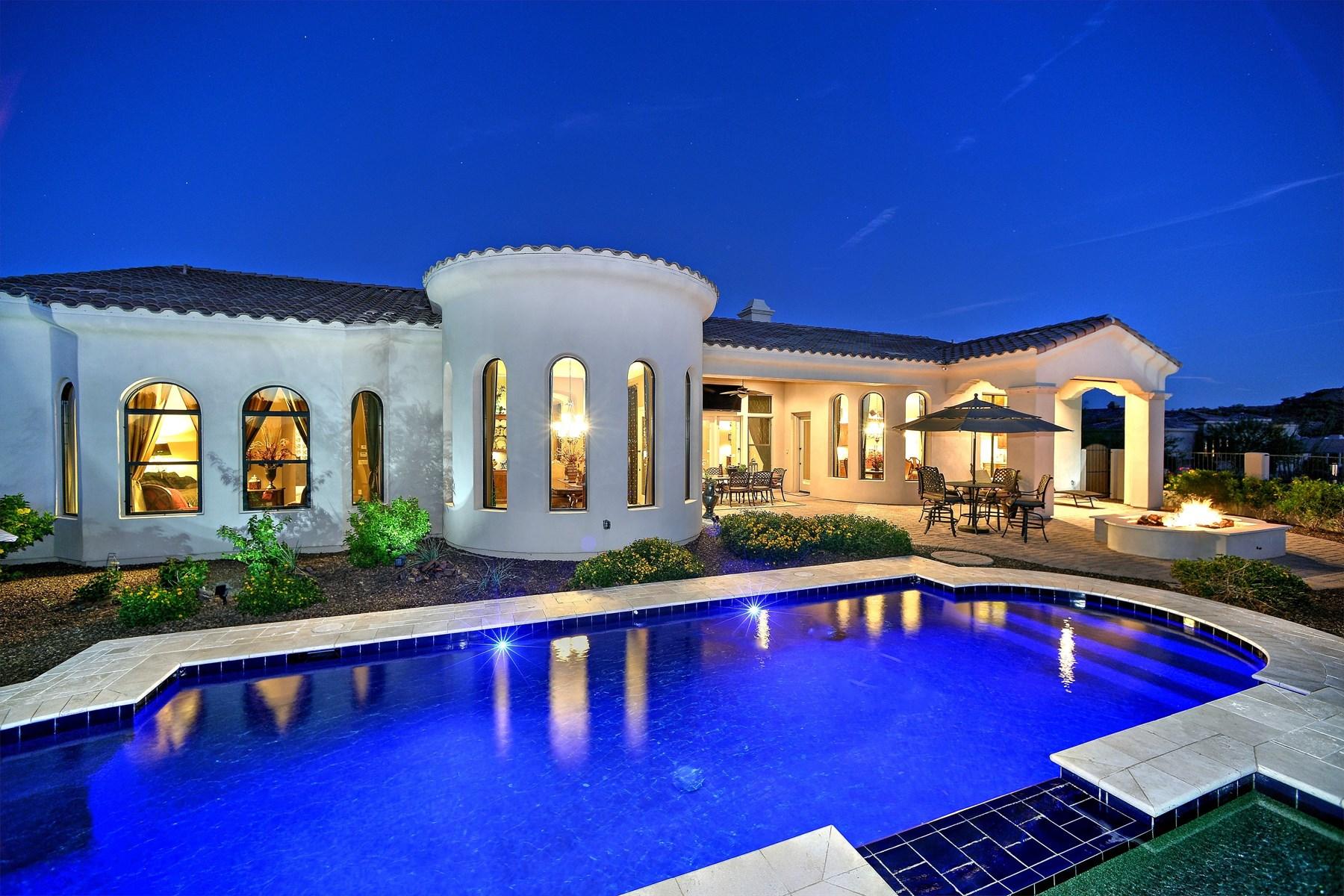 Maison unifamiliale pour l Vente à City lights, mountains, and sunsets surround you in this magnificent custom home 8724 E Regina Circle Mesa, Arizona 85207 États-Unis
