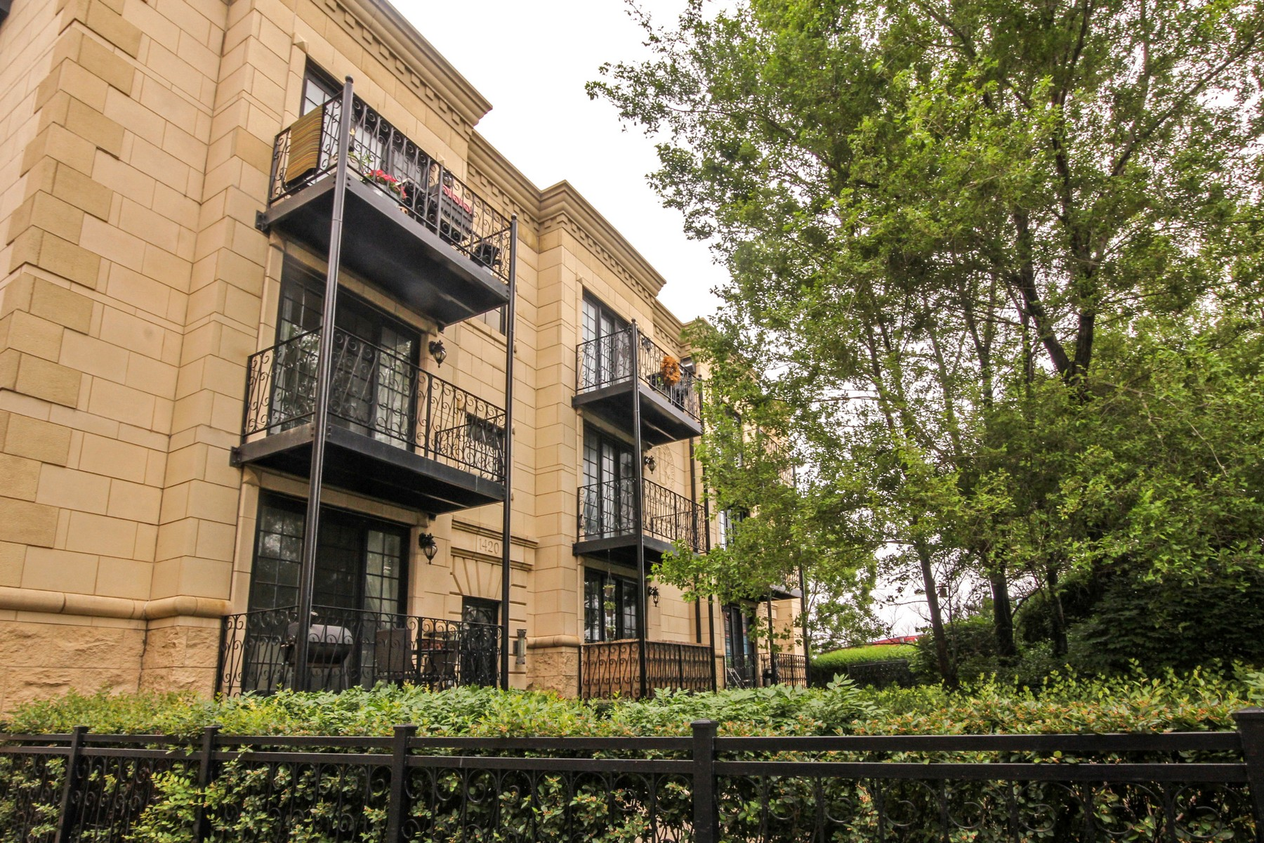 sales property at Wicker Park Condo
