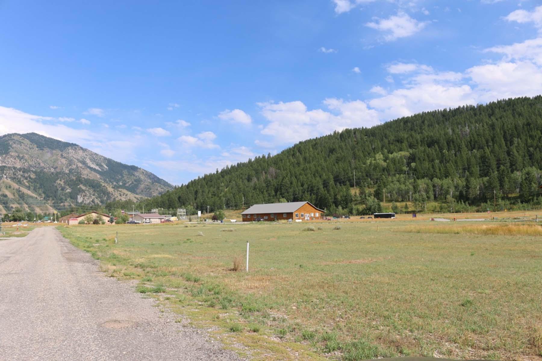 Terrain pour l Vente à Great Building Site! Snake River Drive Lot 85 Alpine, Wyoming 83128 États-Unis