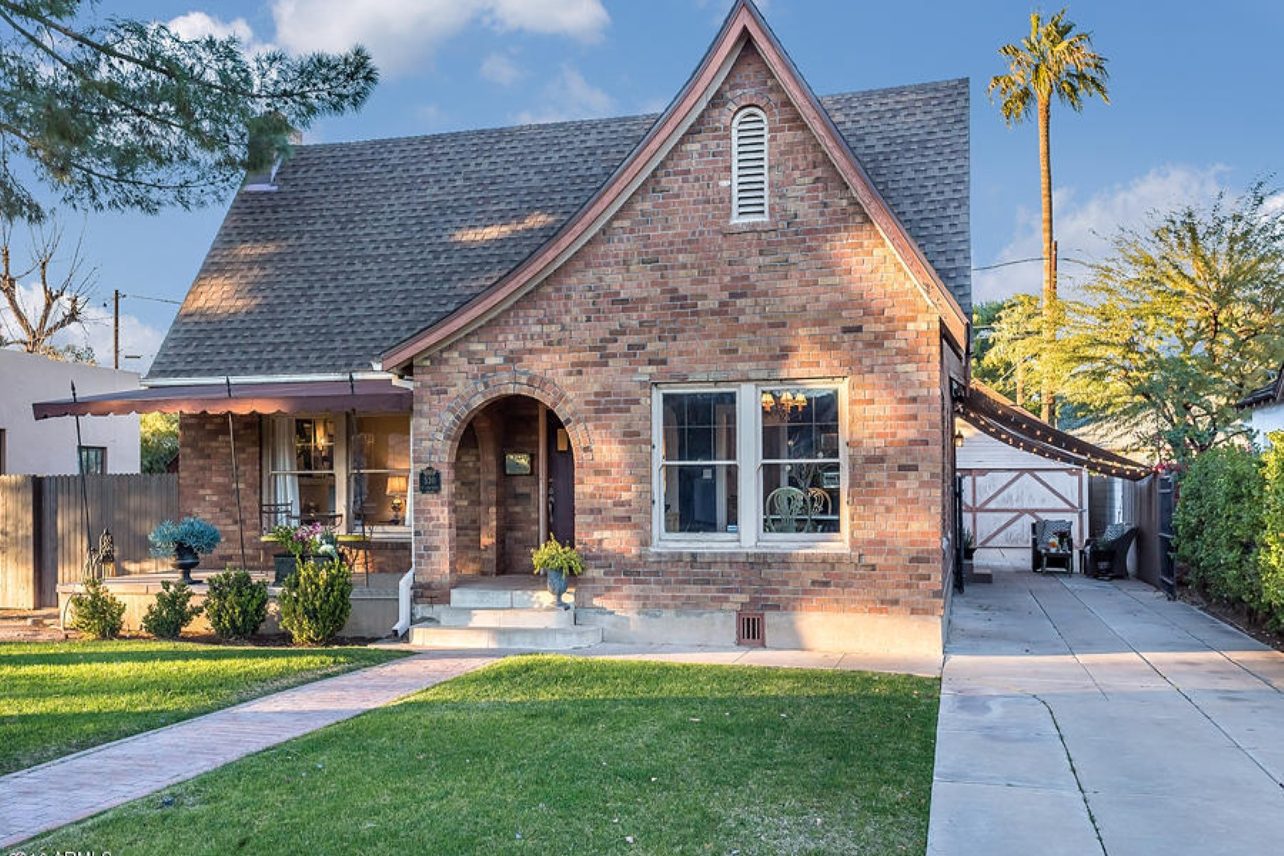 獨棟家庭住宅 為 出售 在 Charming 1930's Historic Willo Tudor home 530 W Coronado Rd Phoenix, 亞利桑那州, 85003 美國