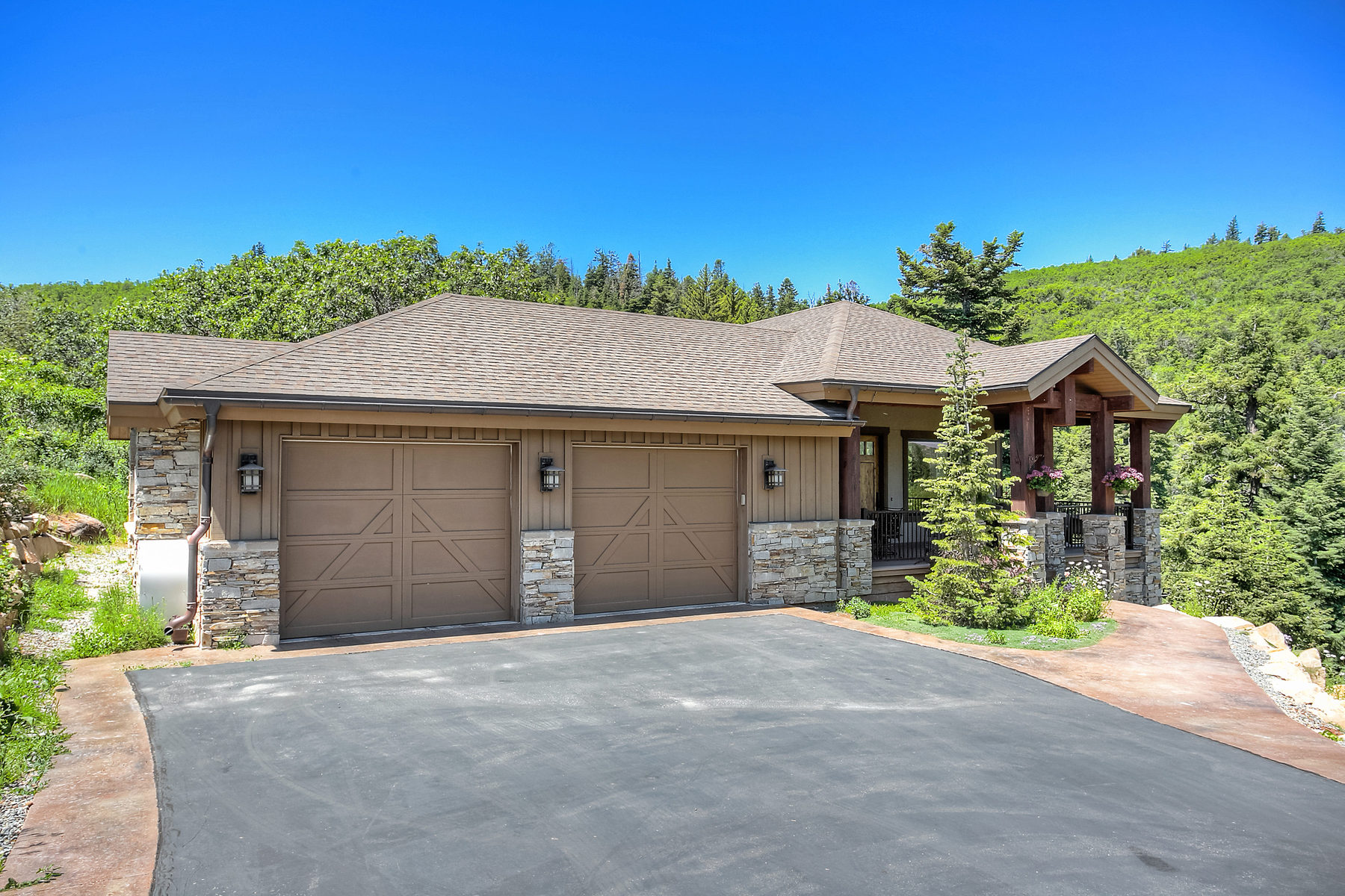 Villa per Vendita alle ore Moose Hollow Home with Views 4170 Moose Hollow Rd Park City, Utah 84098 Stati Uniti
