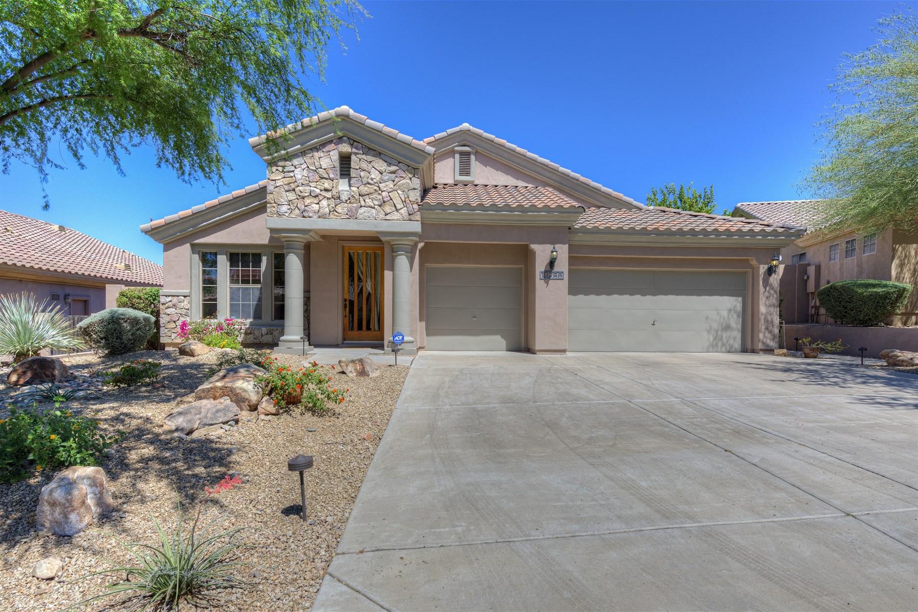 Nhà ở một gia đình vì Bán tại Modified San Miguel floor plan now offers a second den/office. 10286 E JASMINE DR Scottsdale, Arizona 85255 Hoa Kỳ