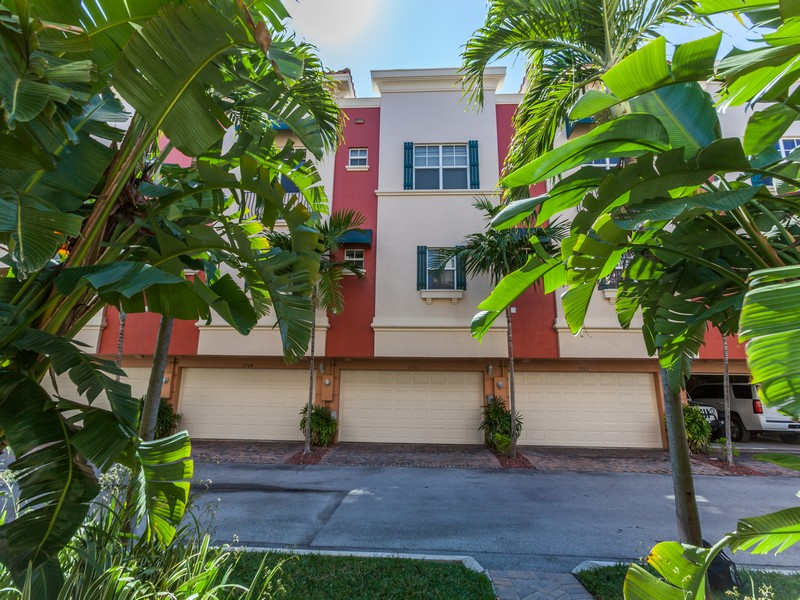 Townhouse for Sale at 1033 NE 17th way #1703 Fort Lauderdale, Florida 33304 United States