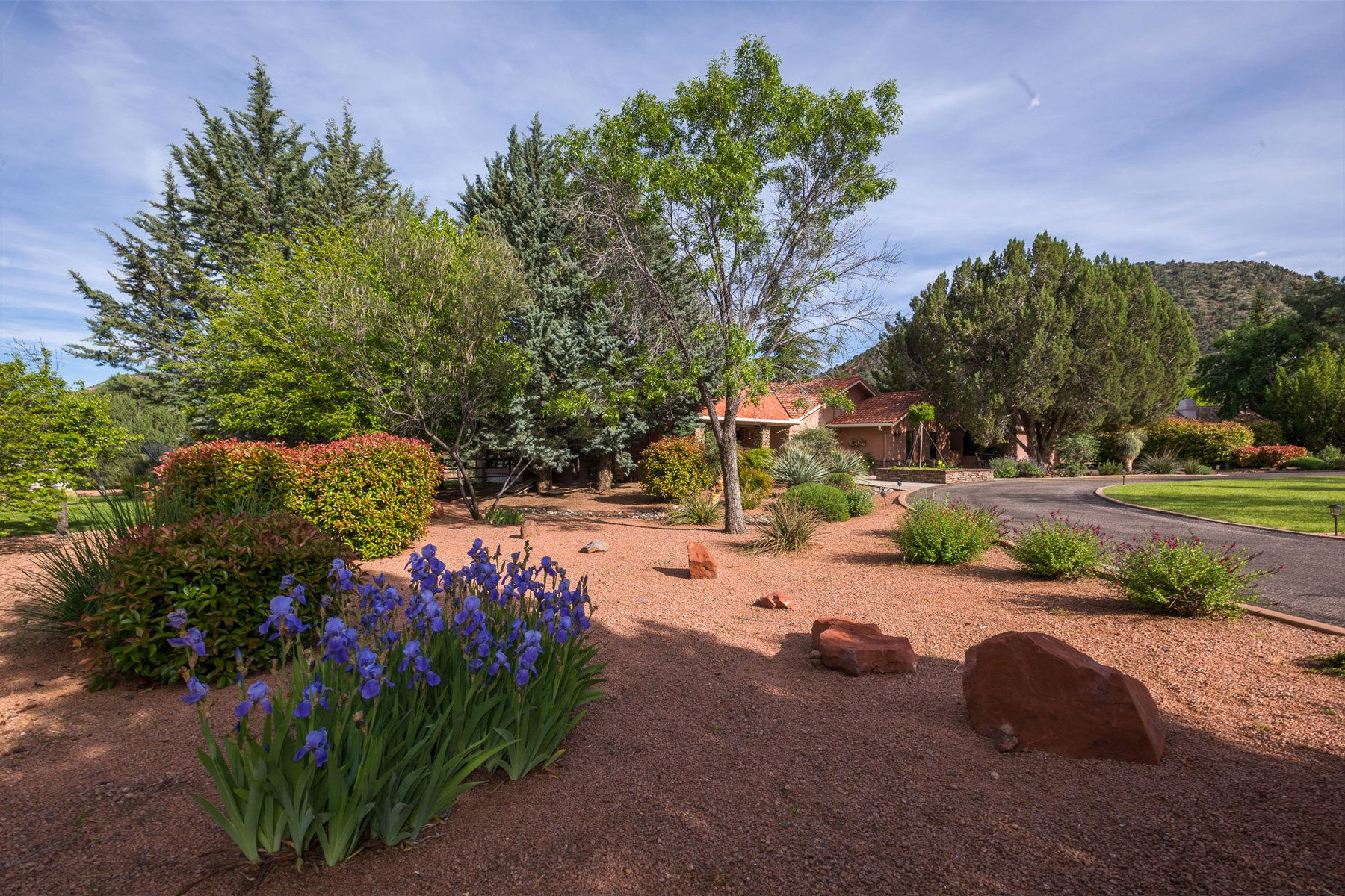 Single Family Home for Sale at Beautiful home sets a high standard for its attractive neighborhood. 1016 E Saddlehorn Rd Sedona, Arizona, 86351 United States