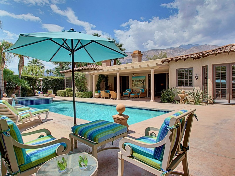 Single Family Home for Sale at 898 North Avenida Palmas Palm Springs, California 92262 United States
