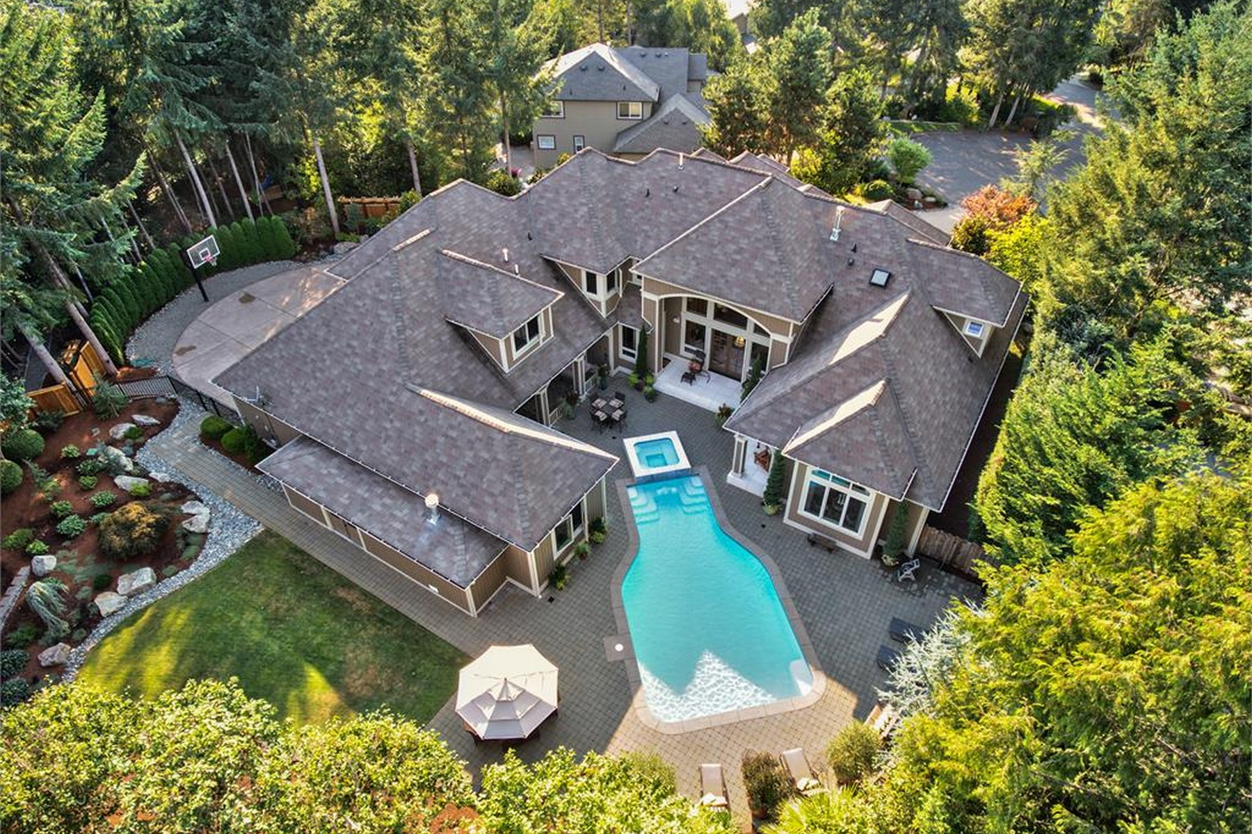 Maison unifamiliale pour l Vente à Stunning Canterwood Estate 5008 Bridlepath Dr. W Gig Harbor, Washington, 98332 États-Unis