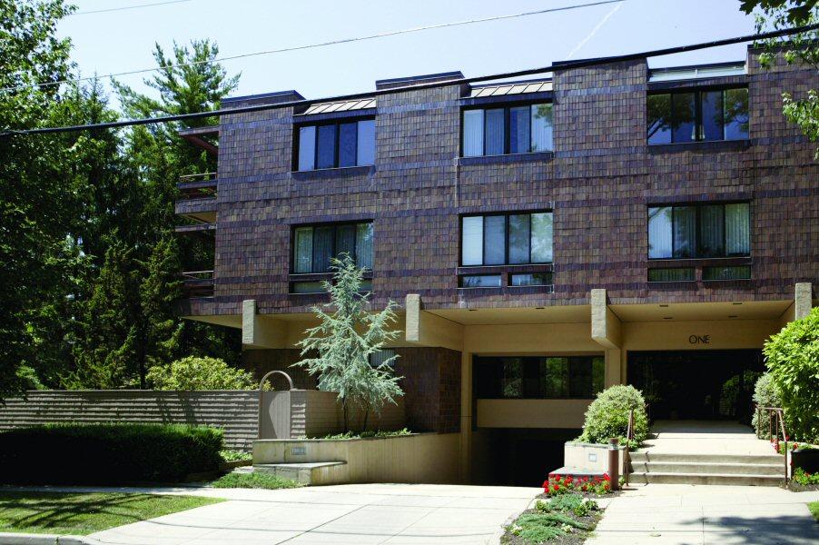 Condomínio para Venda às Beautiful Condo with Patio 1 Markham Road 1B Princeton, Nova Jersey 08540 Estados Unidos