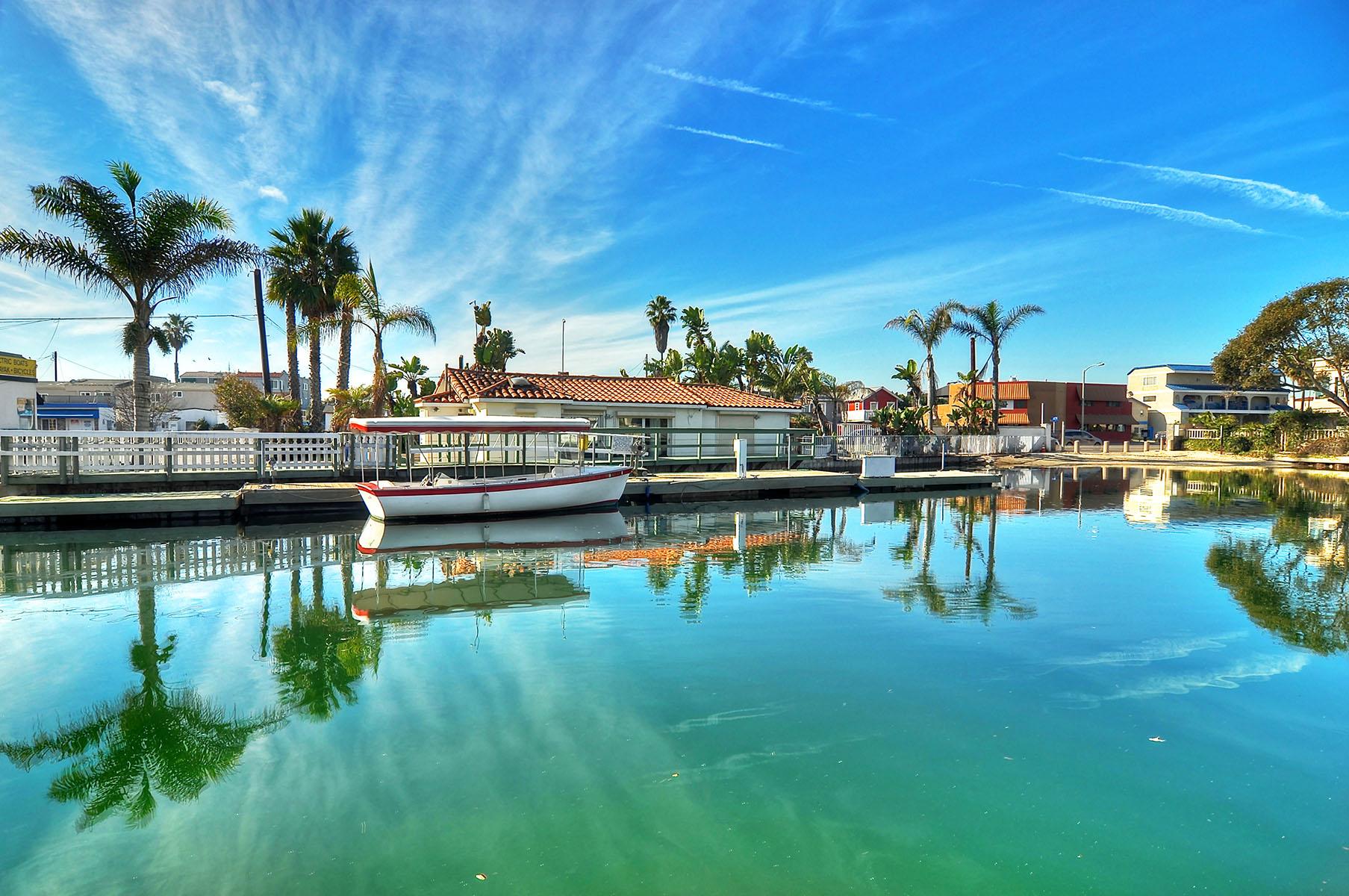 Casa Unifamiliar por un Venta en 16715 Bay View Dr Huntington Beach, California 92649 Estados Unidos