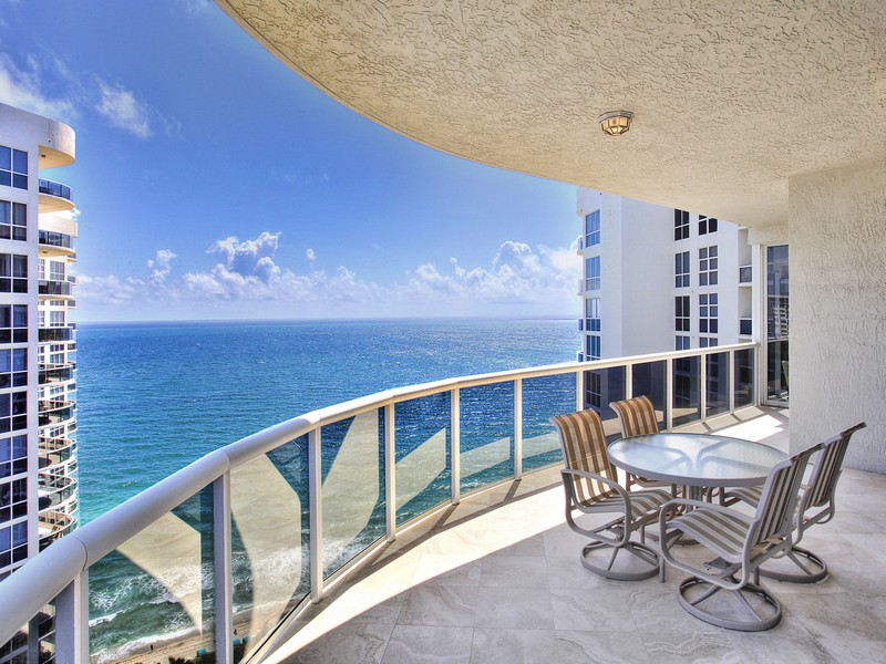 Condominium for Sale at L'Hermitage 3100 N. Ocean Blvd. #2601 Fort Lauderdale, Florida 33308 United States