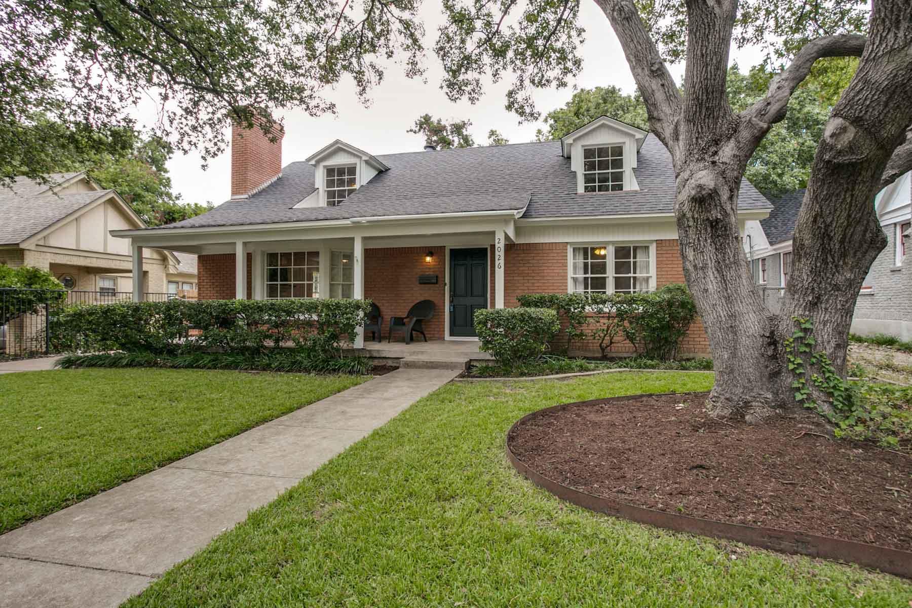Maison unifamiliale pour l Vente à Berkeley Lily B. Clayton Elementary School 2026 Glenco Terrace Fort Worth, Texas, 76110 États-Unis
