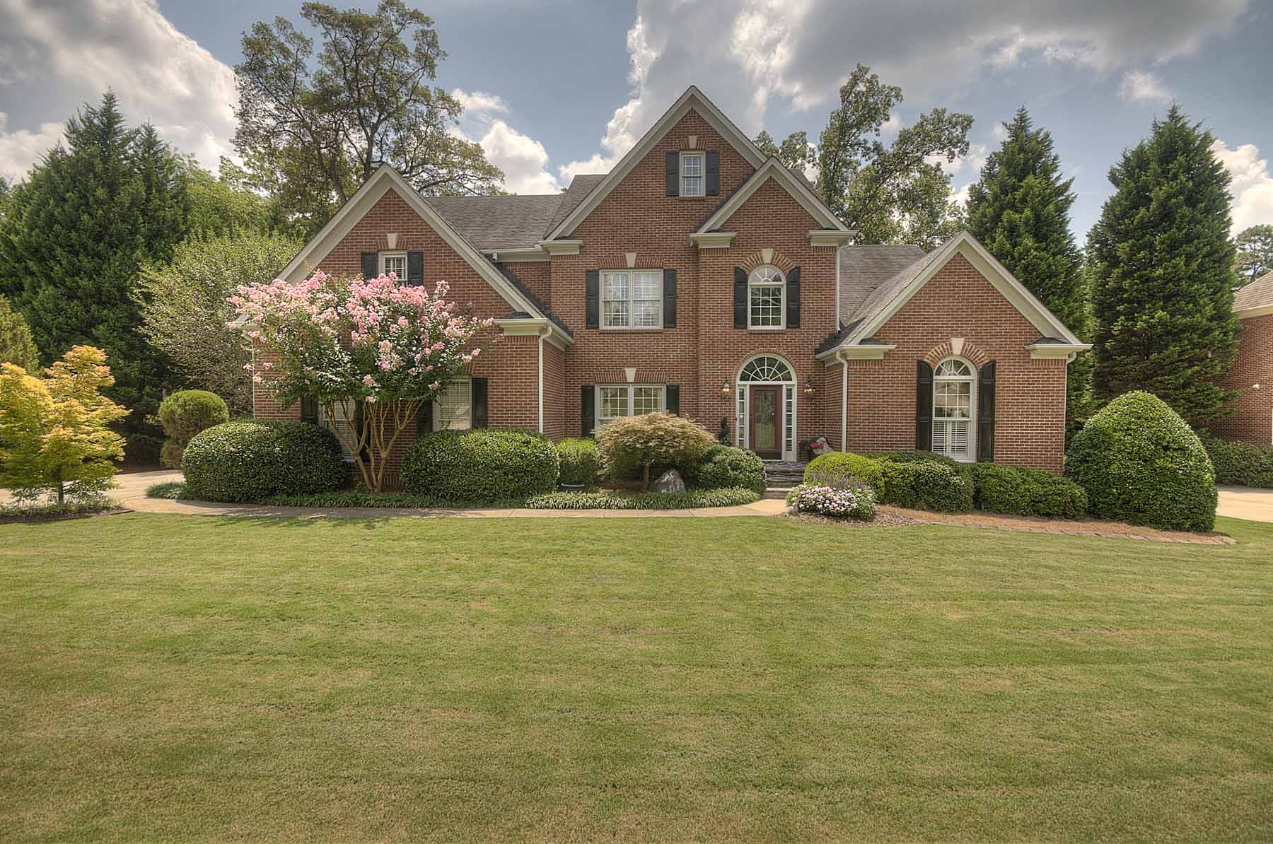 Casa para uma família para Venda às Remodeled and Meticulously Maintained in Sought After Sandy Springs Area 510 Woodmoore Court Atlanta, Geórgia 30342 Estados Unidos