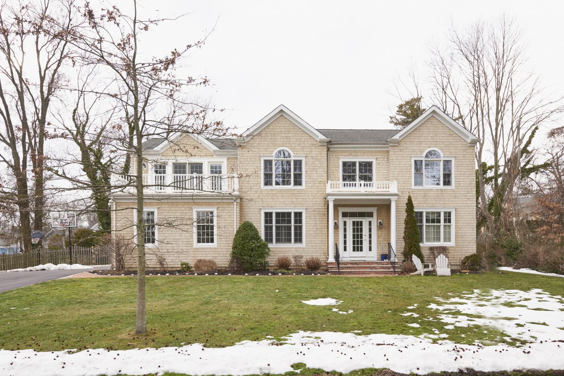 Частный односемейный дом для того Продажа на Seashore Colonial 80 Navesnk Ave Rumson, Нью-Джерси 07760 Соединенные Штаты