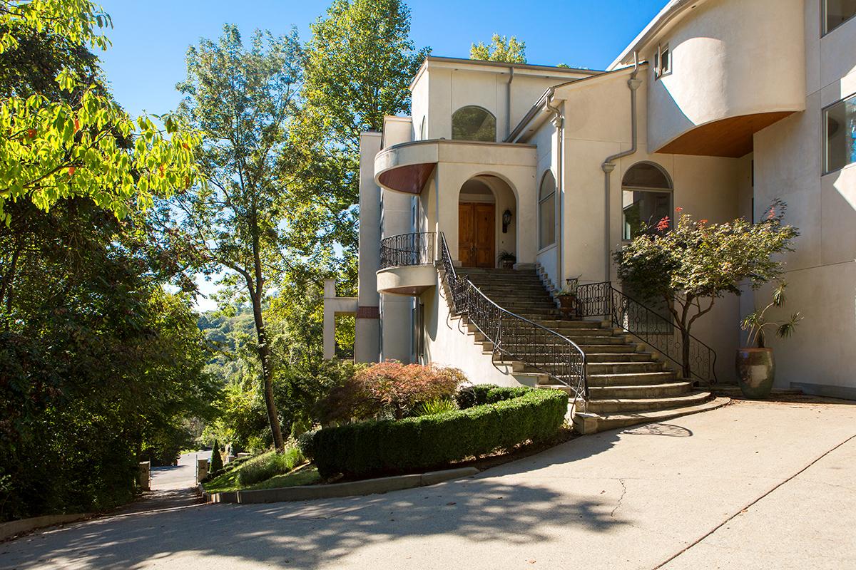 Casa Unifamiliar por un Venta en Architectural Significance in Forest Hills 309 Estbury Court Nashville, Tennessee, 37215 Estados Unidos