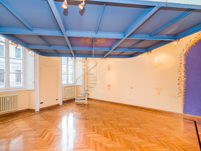 Additional photo for property listing at Office for rent in fashion district Via Manzoni Milano, Milan 20121 Italia