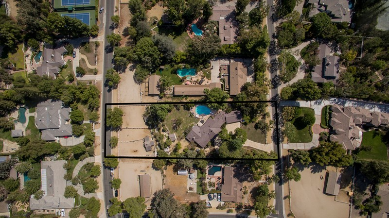Single Family Home for Sale at 24645 Wingfield Rd. Hidden Hills, California, 91302 United States