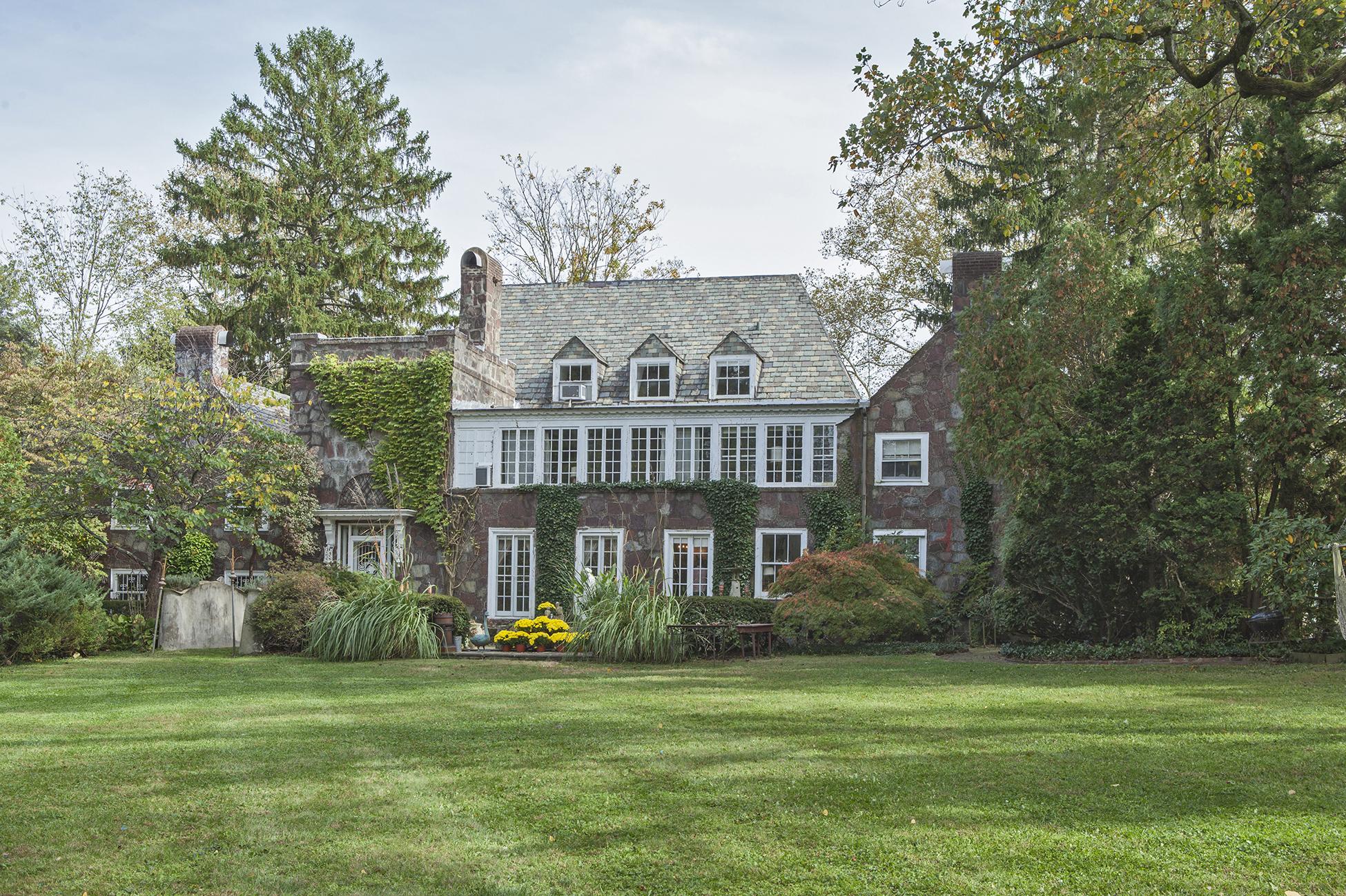 Einfamilienhaus für Verkauf beim An In-Town Estate Unlike Any Other 75 Cleveland Lane Princeton, New Jersey 08540 Vereinigte Staaten