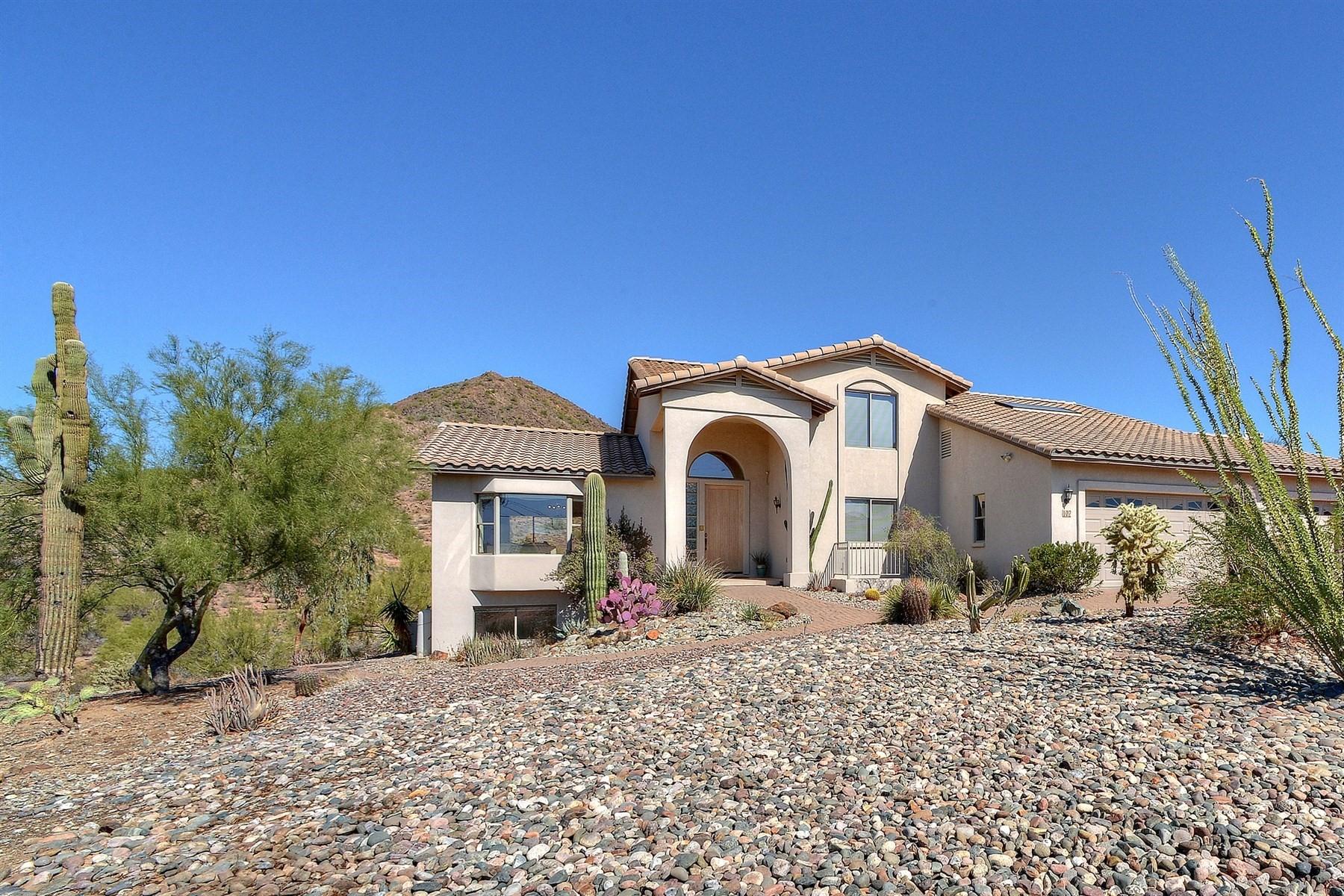 Частный односемейный дом для того Продажа на Lovely home with gorgeous mountain views 102 E Briles Rd Phoenix, Аризона, 85085 Соединенные Штаты