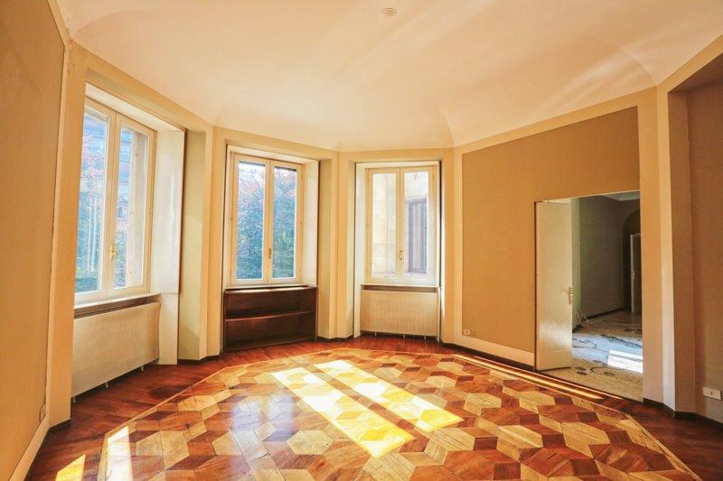 Additional photo for property listing at Bright apartment with prestigious interior design Viale Bianca Maria Milano, Milan 20100 Italien