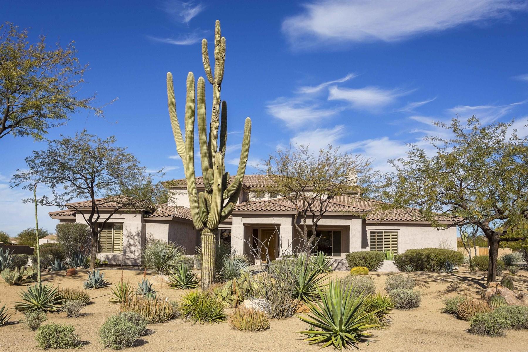Nhà ở một gia đình vì Bán tại Fabulously Remodeled North Scottsdale Home 5740 E Bent Tree Drive Scottsdale, Arizona 85266 Hoa Kỳ