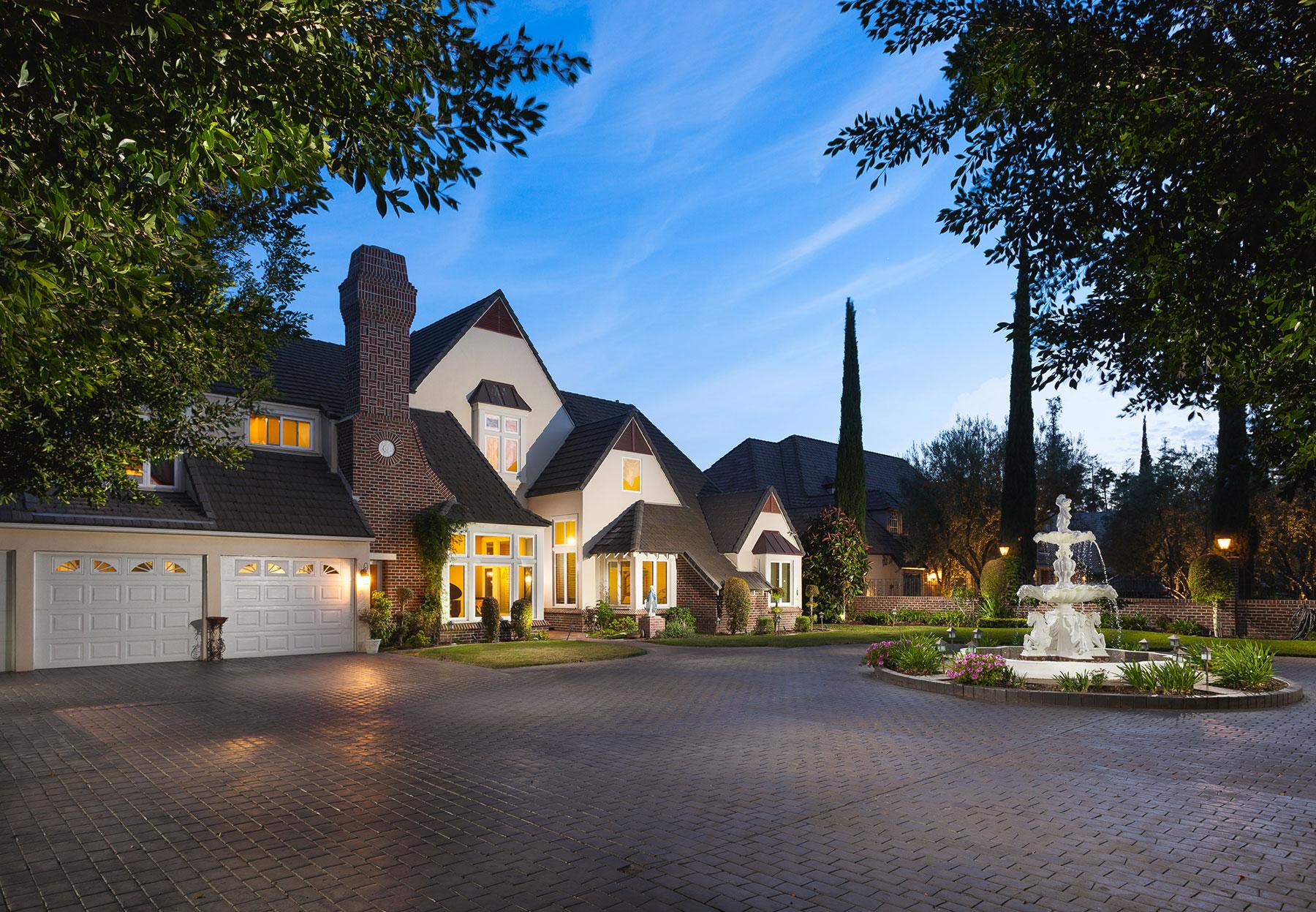 Casa para uma família para Venda às 19232 Parker Circle Villa Park, Califórnia, 92861 Estados Unidos