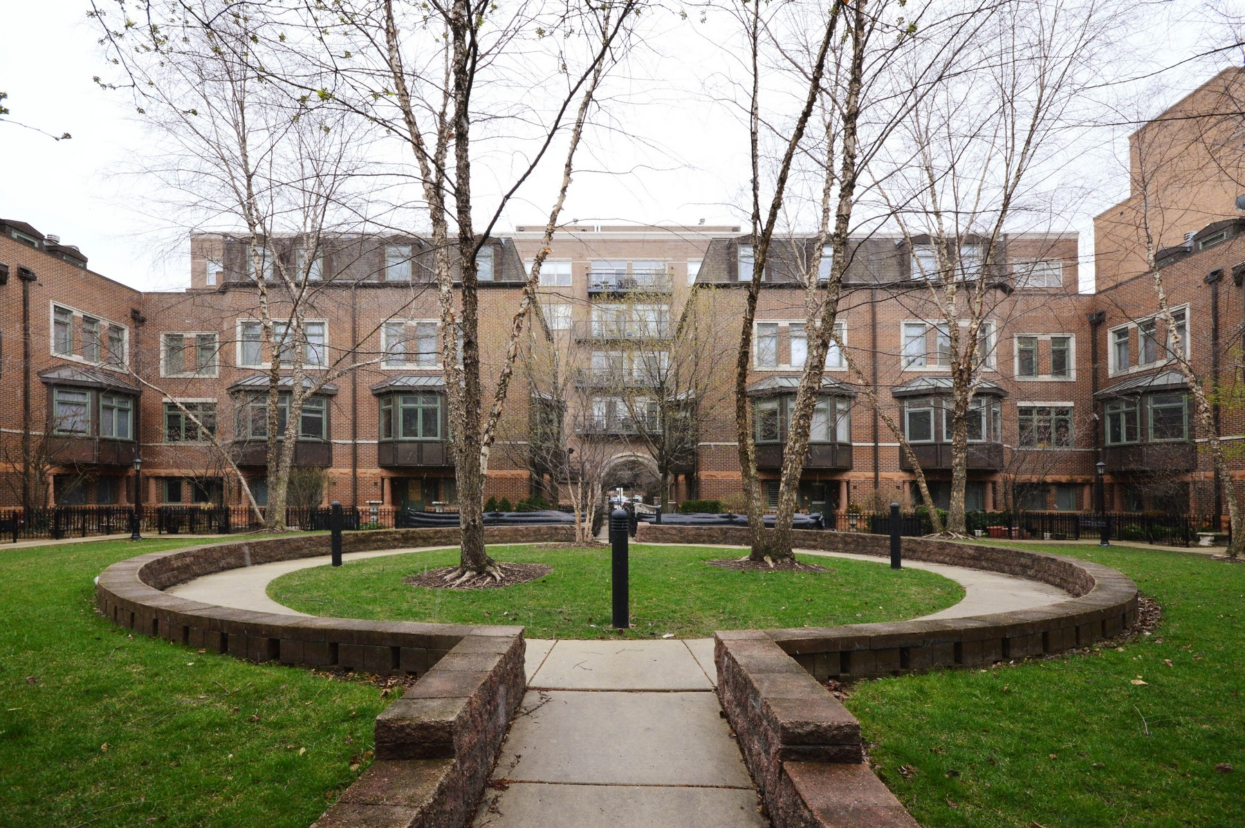 Single Family Home for Sale at Spacious and Sunny Townhome 1351 W Altgeld Street Unit 4E Lincoln Park, Chicago, Illinois, 60614 United States