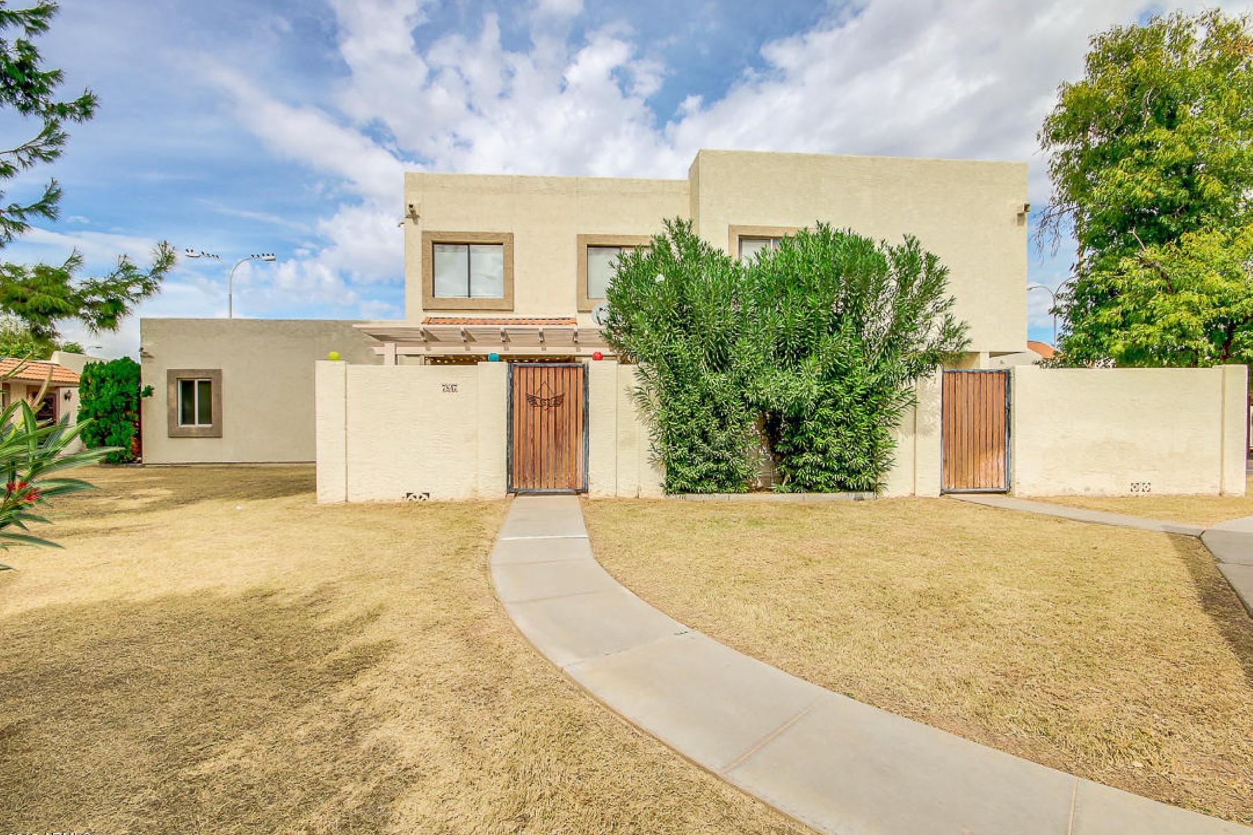 联栋屋 为 销售 在 Updated two bedroom townhouse located in Hallcraft Villas Subdivision 7847 E Keim Dr Scottsdale, 亚利桑那州 85250 美国