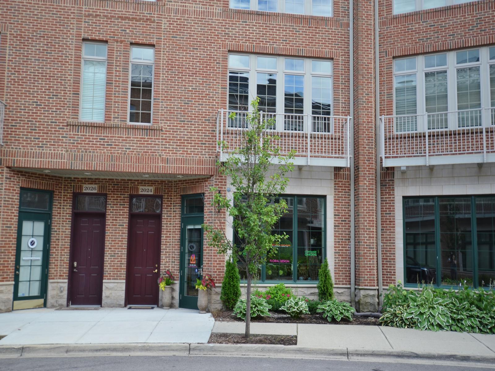 Nhà chung cư vì Bán tại Birmingham 2024 Hazel Street Birmingham, Michigan 48009 Hoa Kỳ