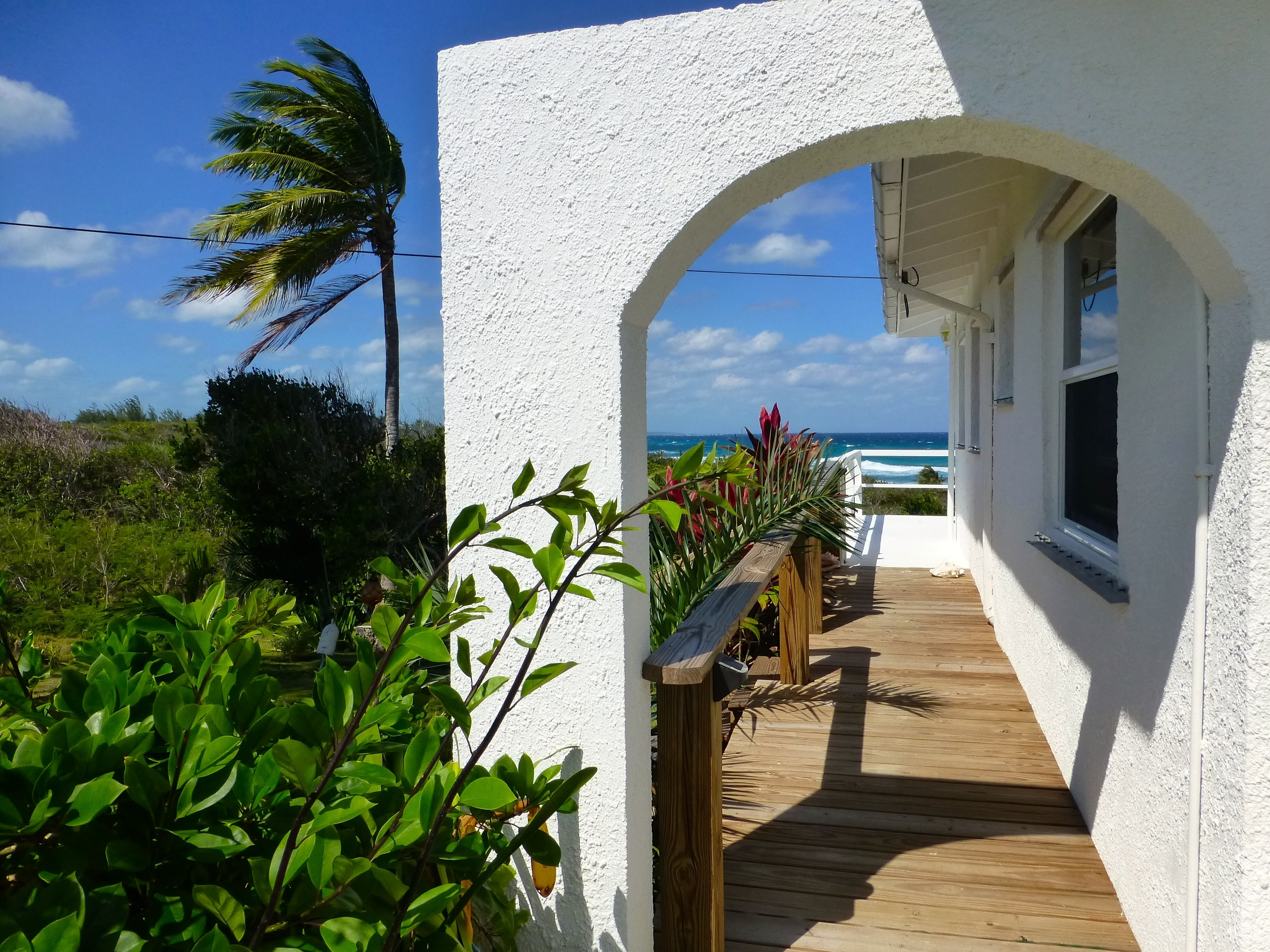 Additional photo for property listing at An Elevated Cottage with Abundant Sea Views Rainbow Bay, Eleuthera Bahamas