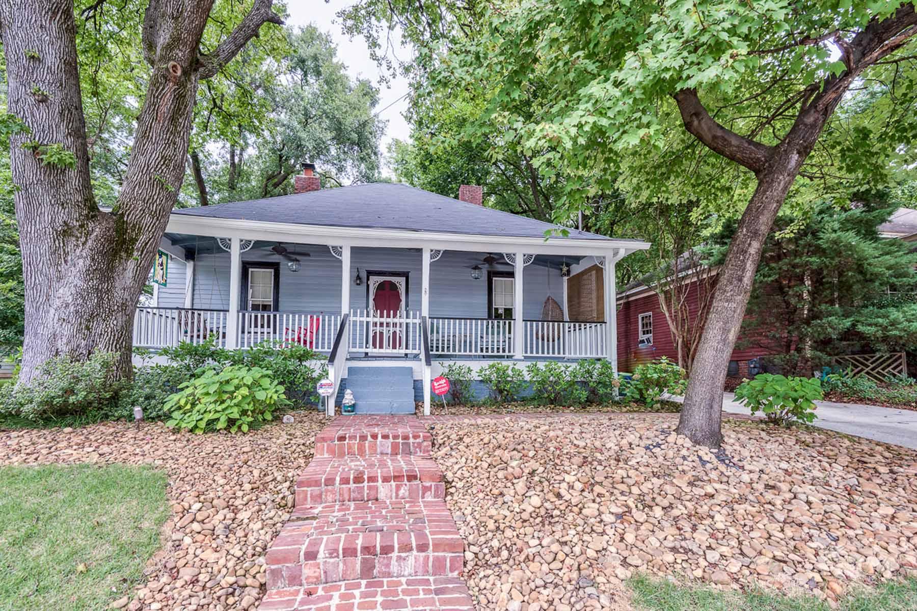 Einfamilienhaus für Verkauf beim Renovated, Restored and Oh So Charming Whittier Mills Bungalow! 2959 Parrott Avenue NW Atlanta, Georgia 30318 Vereinigte Staaten