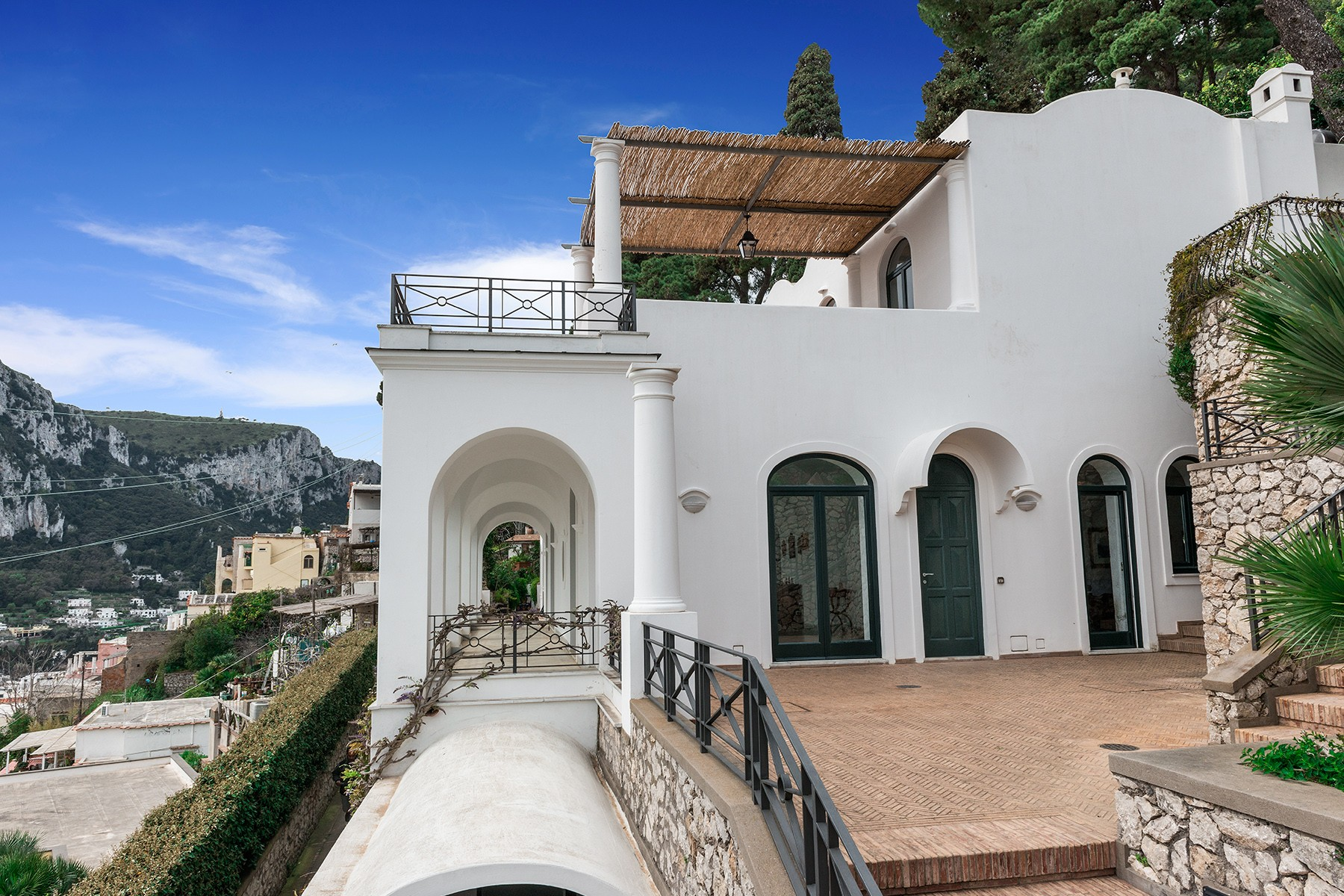 Additional photo for property listing at A magnificent villa on panoramic Via Belvedere Cesina, Capri Capri, Naples Italien
