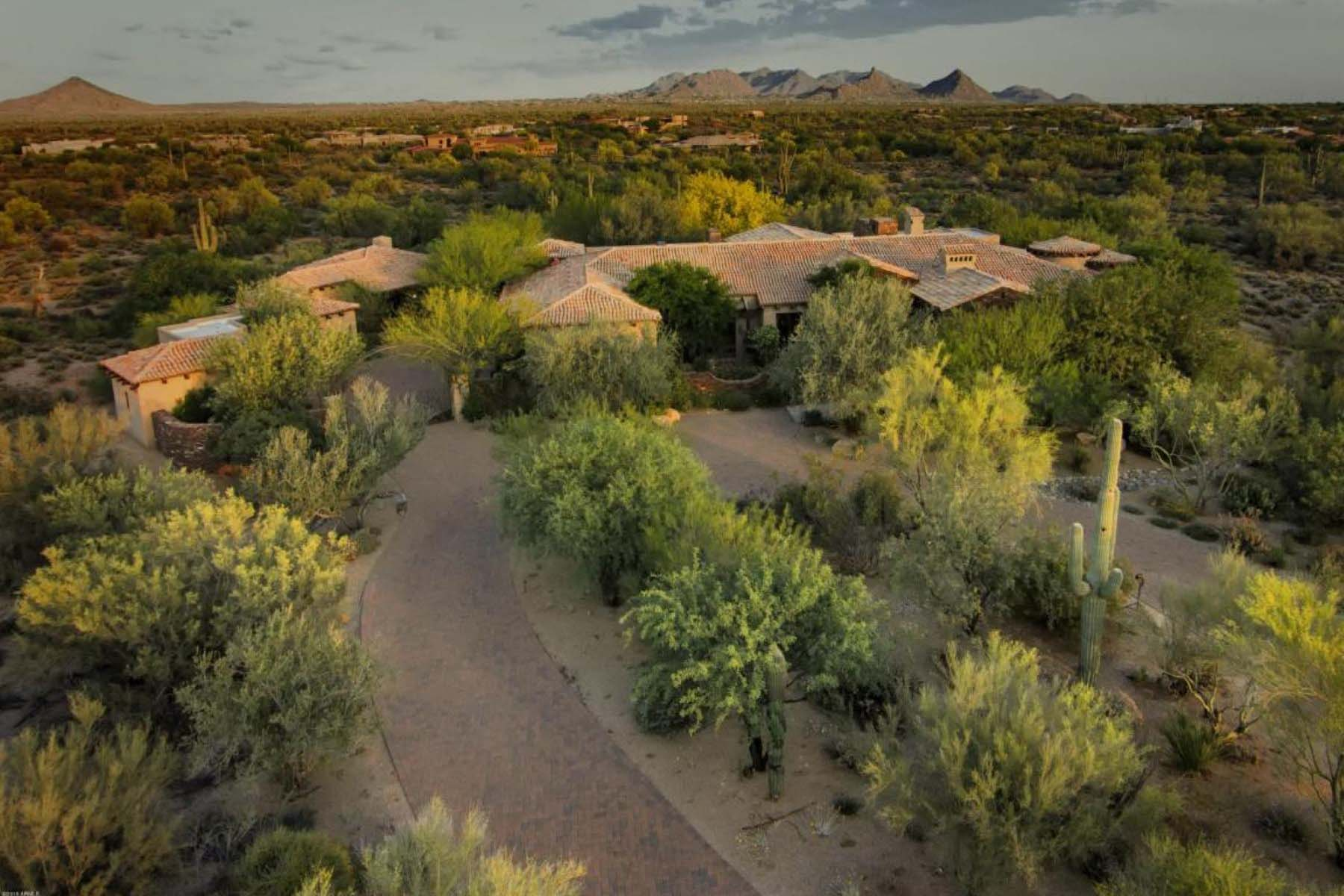 Villa per Vendita alle ore Timeless and elegant family estate on three acres in Whisper Rock Estates. 8525 E WHISPER ROCK TRL Scottsdale, Arizona 85266 Stati Uniti