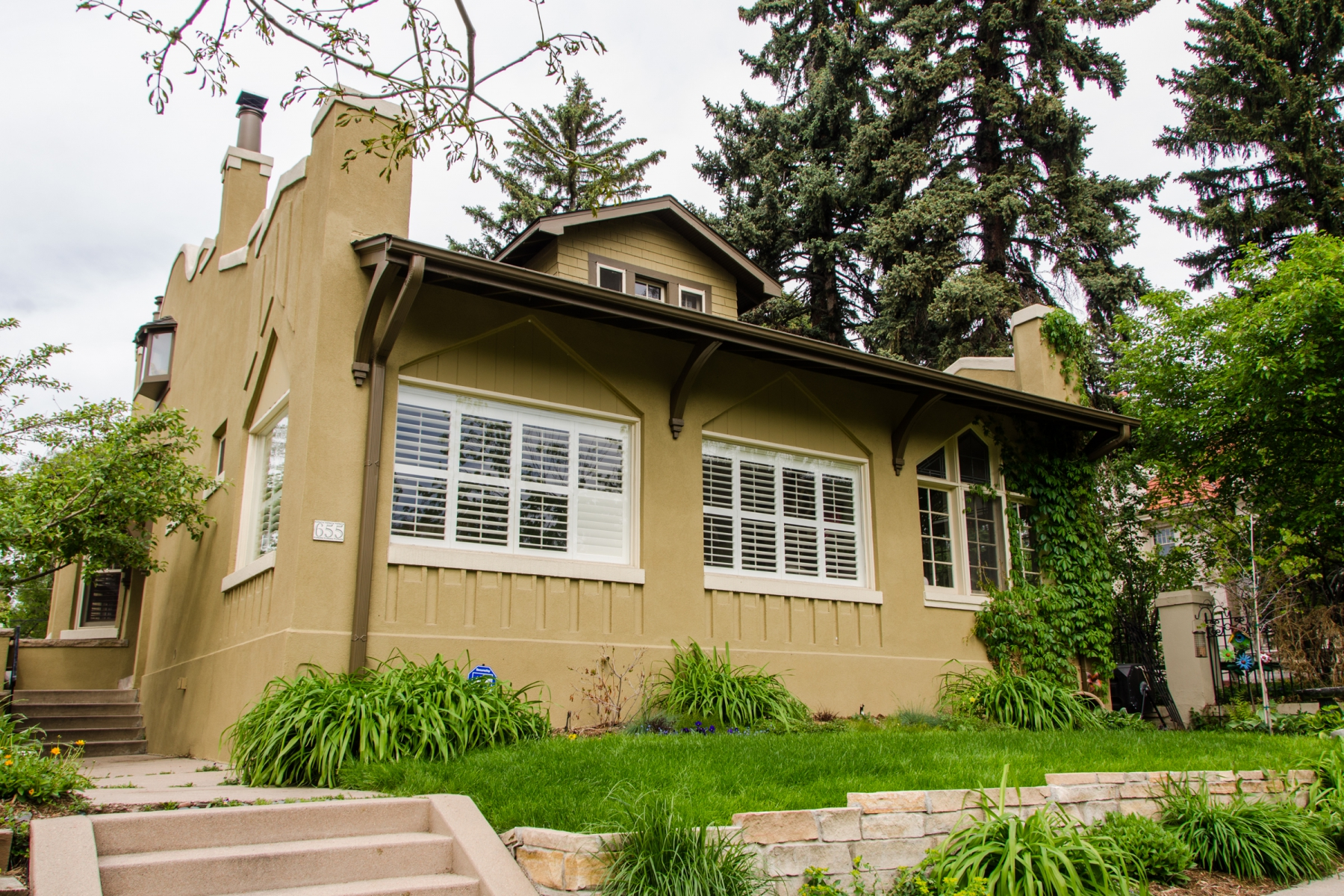 Maison unifamiliale pour l Vente à Very cool exterior look with and amazing entry 655 N Ogden St Denver, Colorado 80218 États-Unis