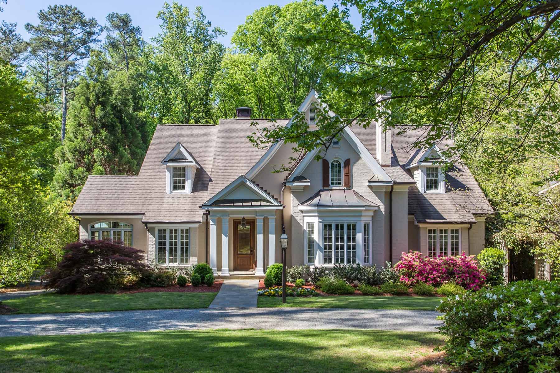 獨棟家庭住宅 為 出售 在 European Traditional Beauty Near Capital City Country Club 4124 Club Drive NE Brookhaven, Atlanta, 喬治亞州, 30319 美國