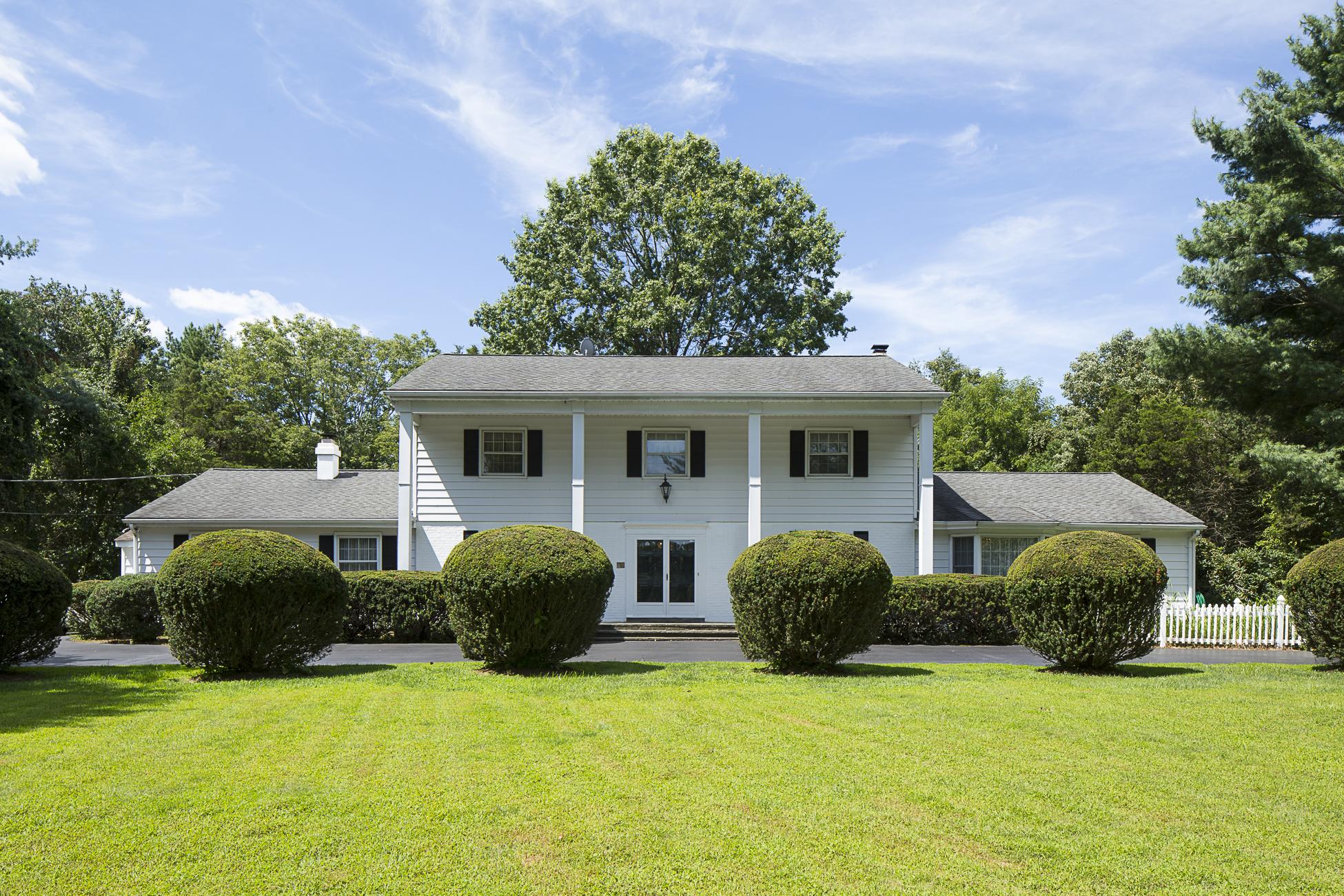 独户住宅 为 销售 在 Elegant and Timeless - Lawrence Township 89 Carter Road Princeton, 新泽西州 08540 美国