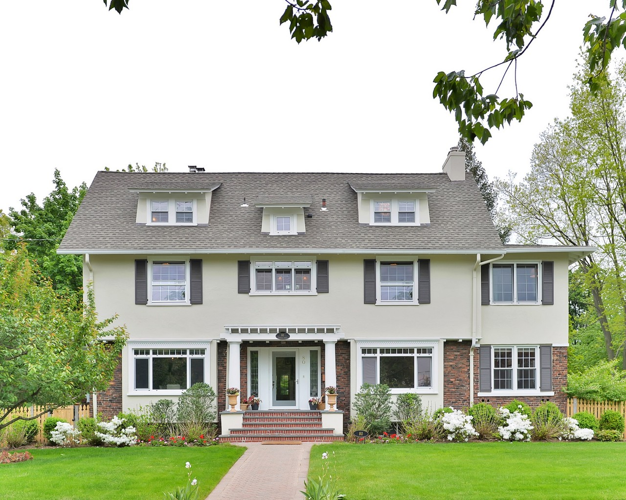 sales property at Light and Bright Colonial