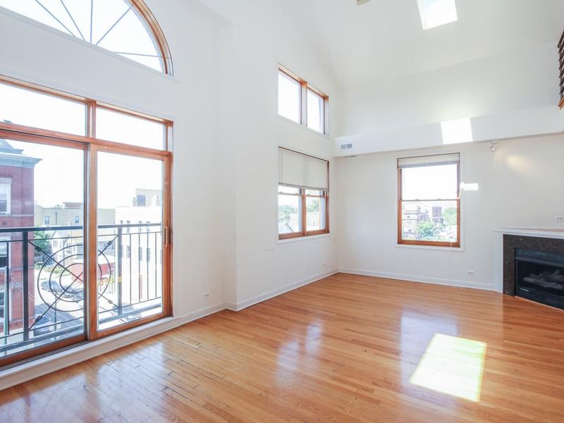 콘도미니엄 용 매매 에 Top Floor Duplex 927 N Noble Street Unit 4 West Town, Chicago, 일리노이즈 60642 미국