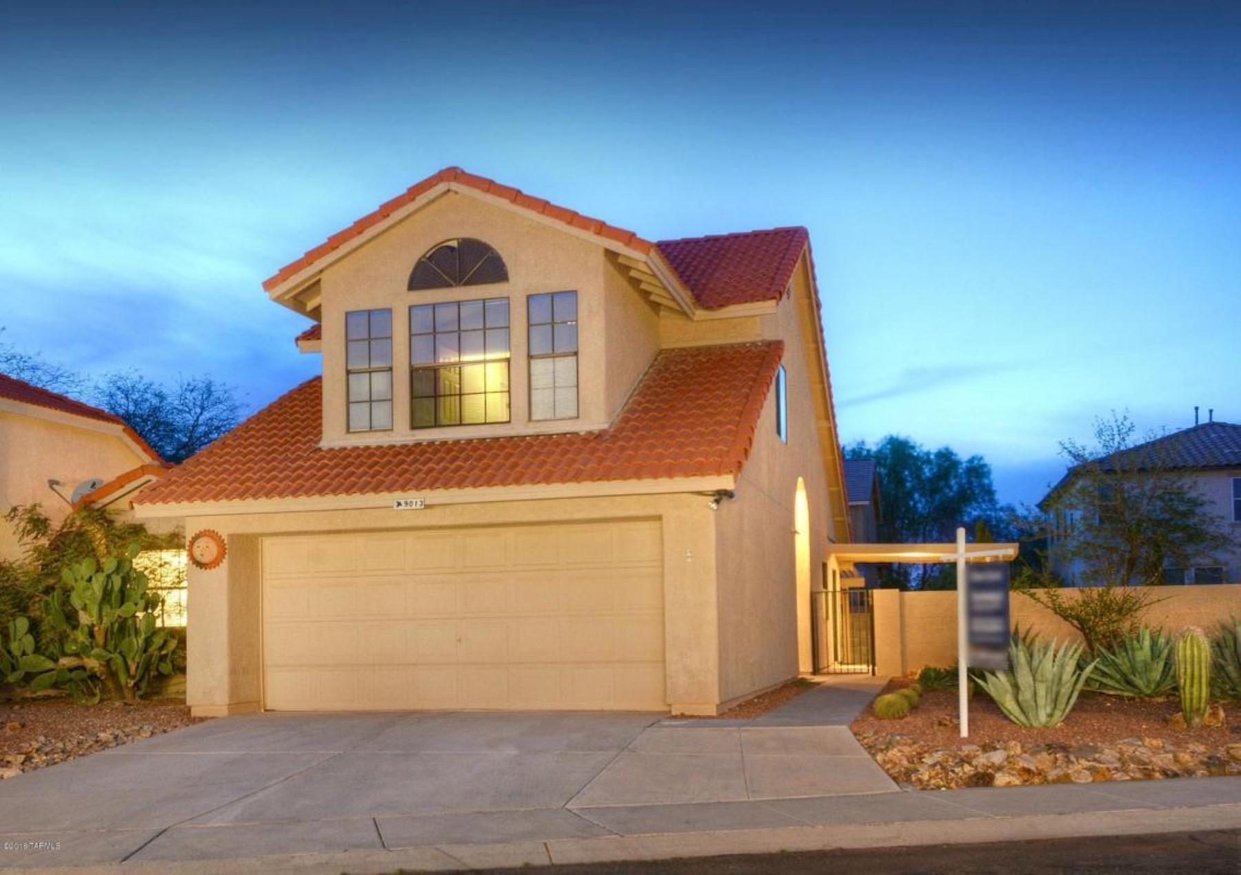 Nhà ở một gia đình vì Bán tại Charming house in gated community 9013 N Twain Street Tucson, Arizona, 85742 Hoa Kỳ