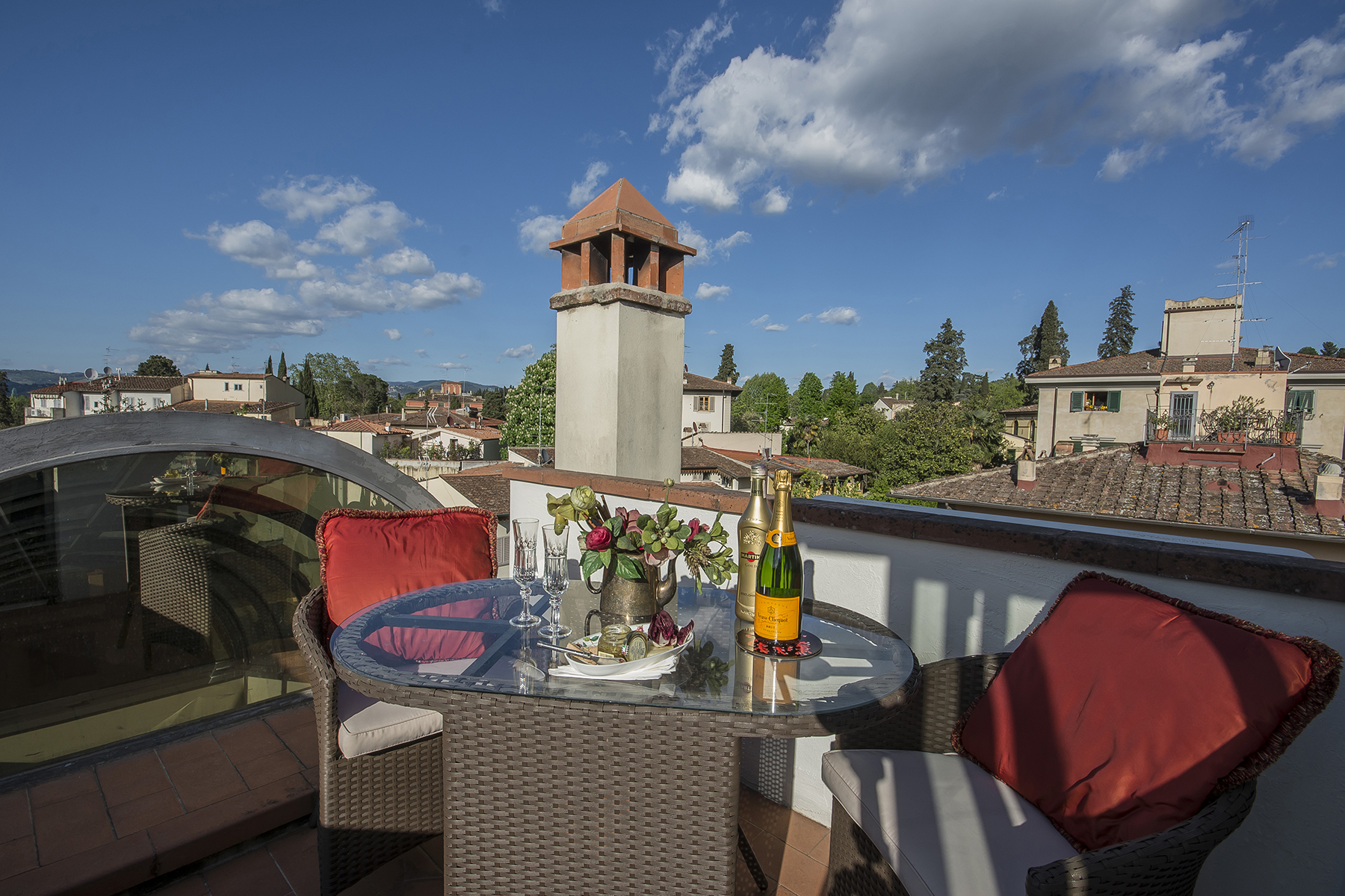 Additional photo for property listing at Design apartment in villa Via Dante da Castiglione Firenze, Florence 50125 Italia