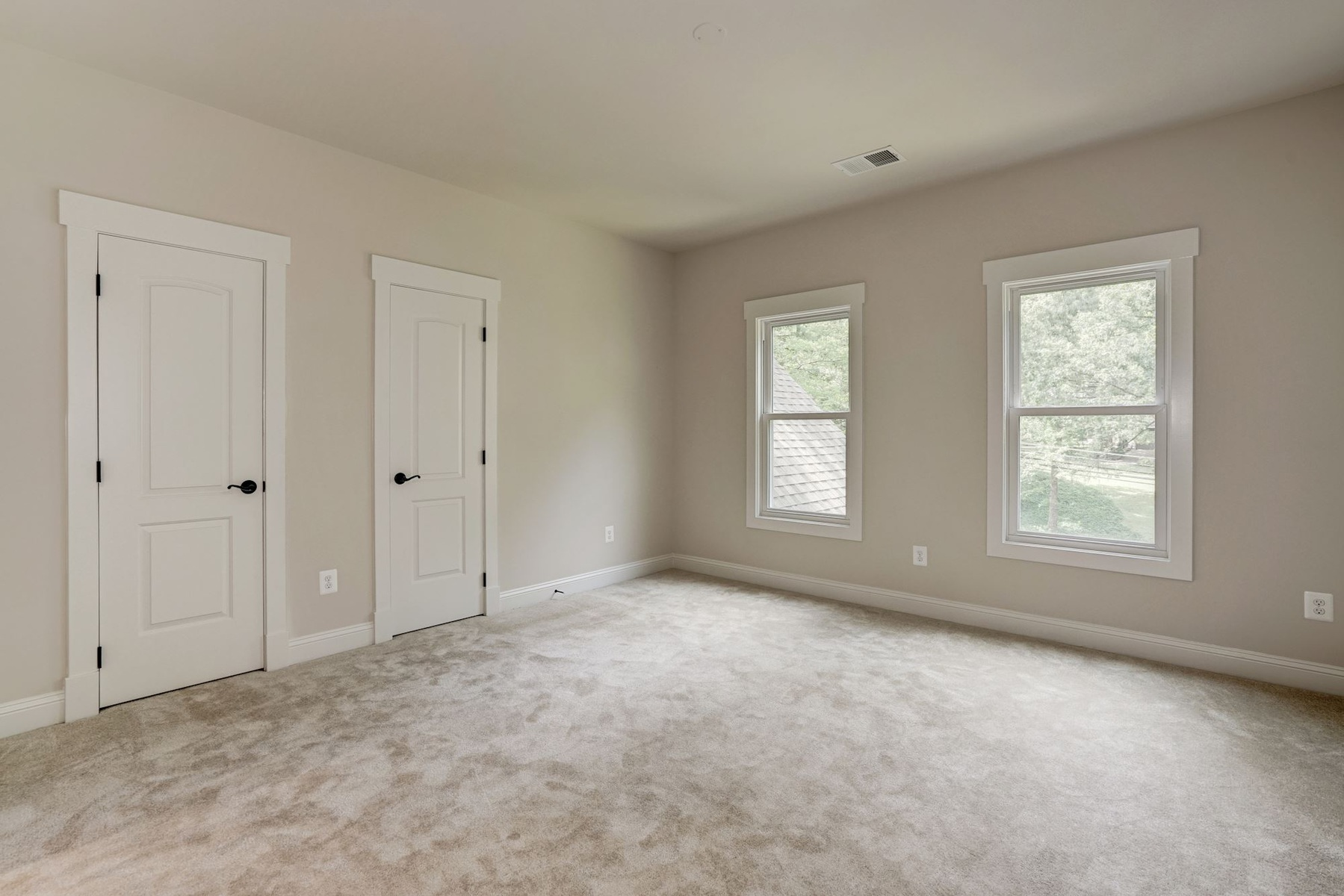 Additional photo for property listing at Lincolnia 5103 Cherokee Ave 亚历山大港, 弗吉尼亚州 22312 美国