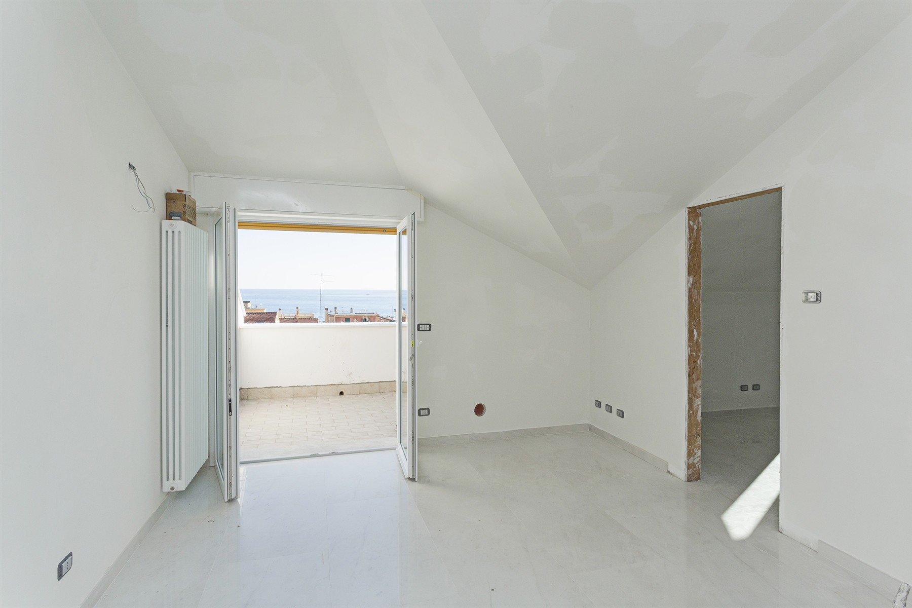 Additional photo for property listing at See view Penthouse in Alassio Via Mazzini 38 Alassio, Savona 17021 Italy