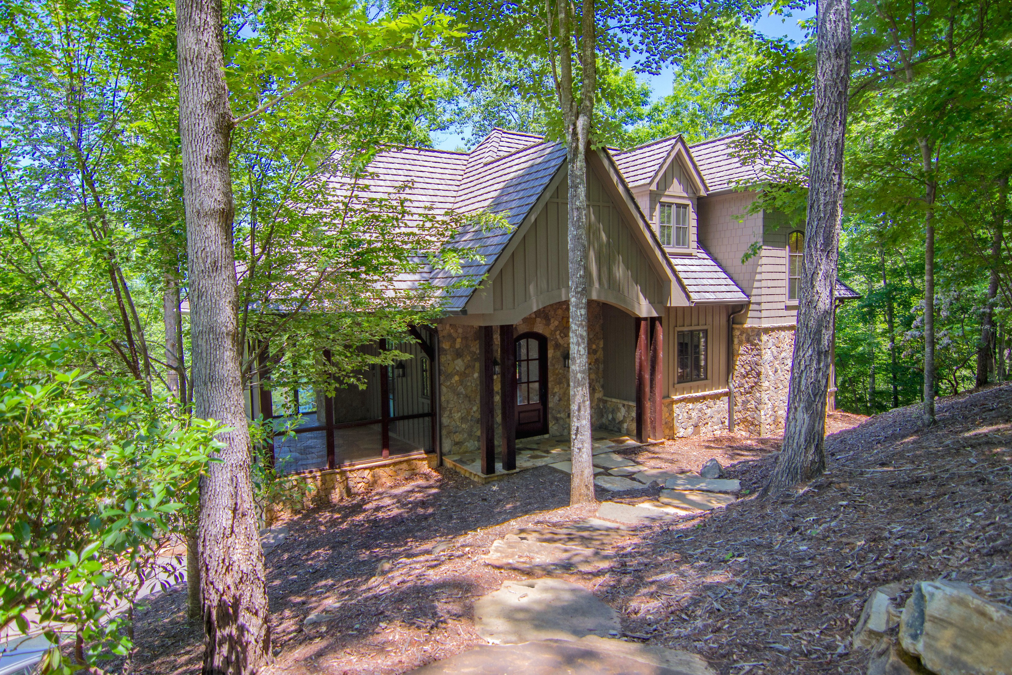 Villa per Vendita alle ore Craftsman Style Waterfront Home with Impressive Lake & Mountain Views 207 Coldwater Drive Sunset, Carolina Del Sud, 29685 Stati Uniti