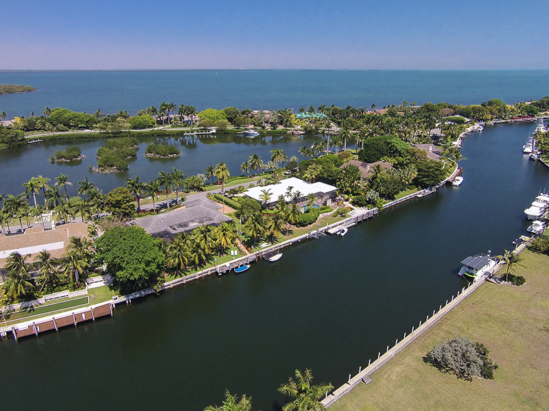 独户住宅 为 销售 在 Fabulous Waterfront Location at Ocean Reef 32 East Snapper Point Drive Ocean Reef Community, Key Largo, 佛罗里达州 33037 美国