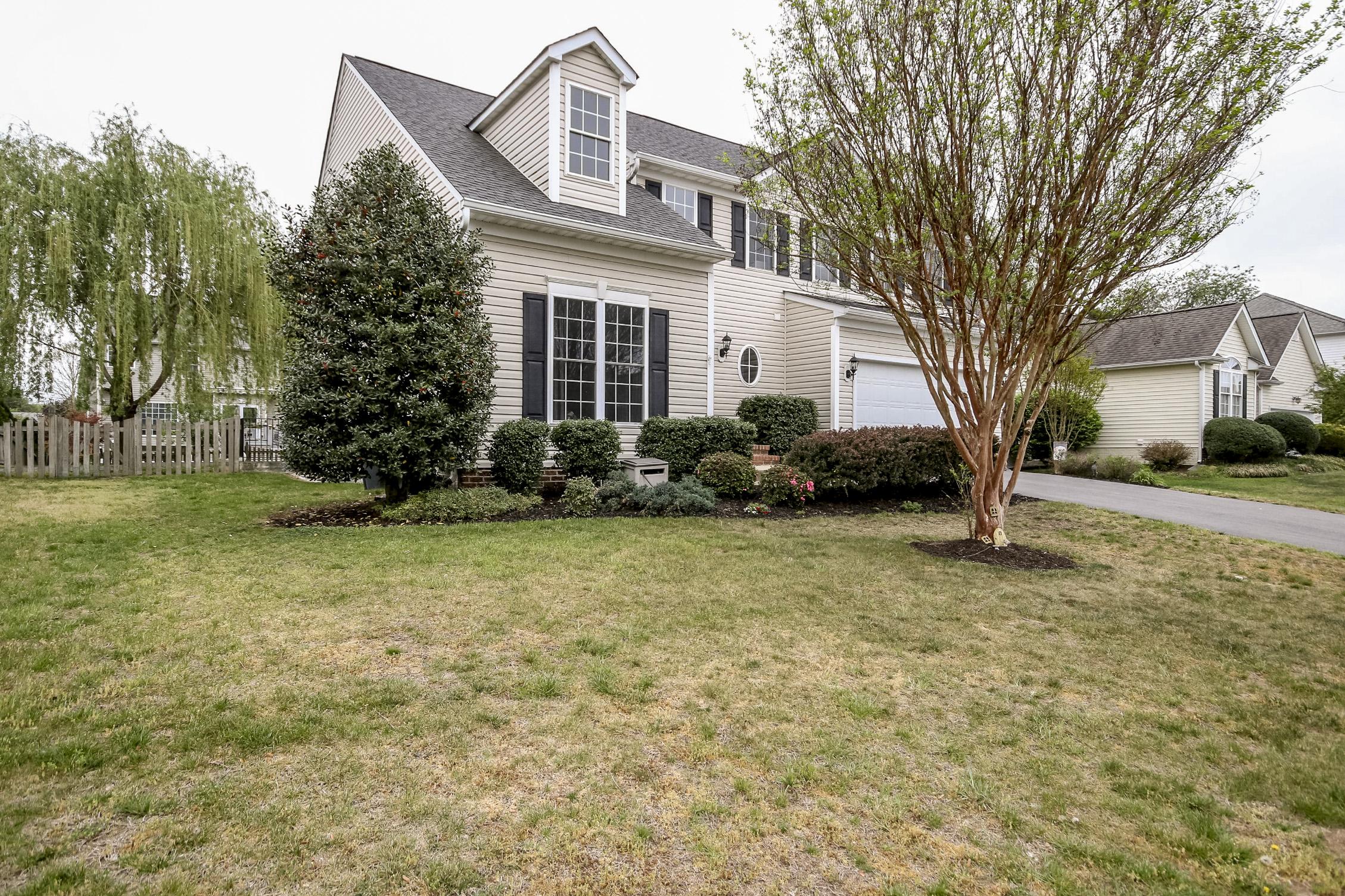 Casa para uma família para Venda às 10825 Samantha Pl Fredericksburg, Virginia, 22408 Estados Unidos