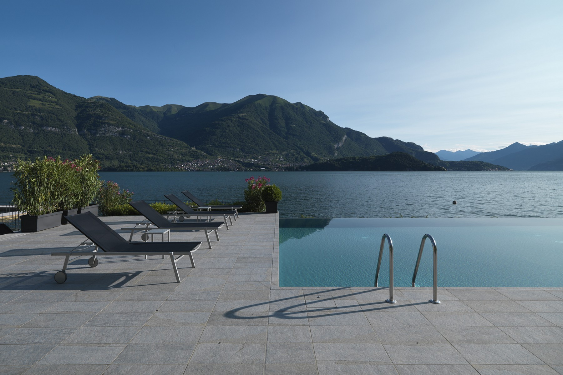 Maison unifamiliale pour l Vente à Splendid semi-independent villa directly on the lake Località Bagnana Lezzeno, Como 22025 Italie