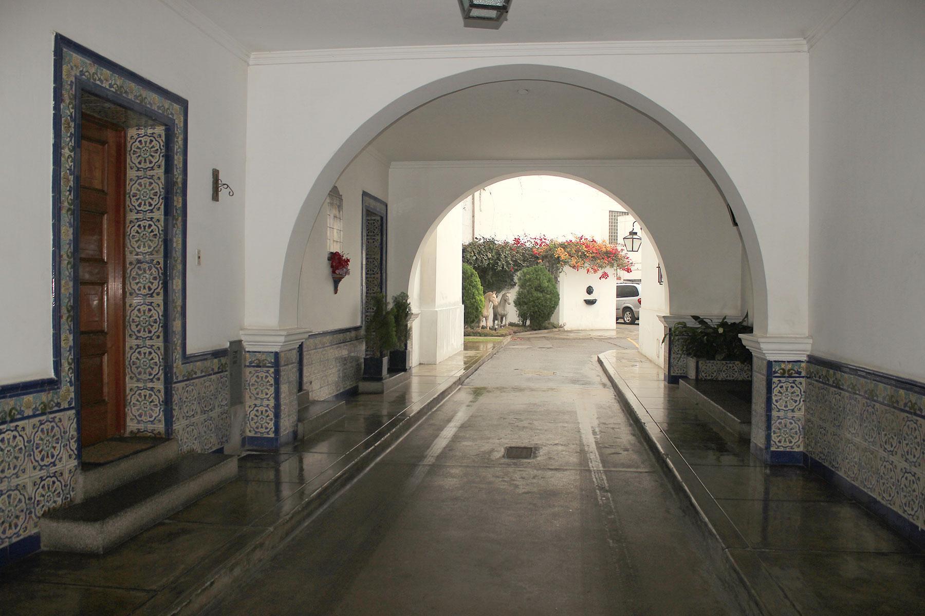 Property Of Exclusivo  Departamento en Edificio Exclusivo rodeado de jardínes
