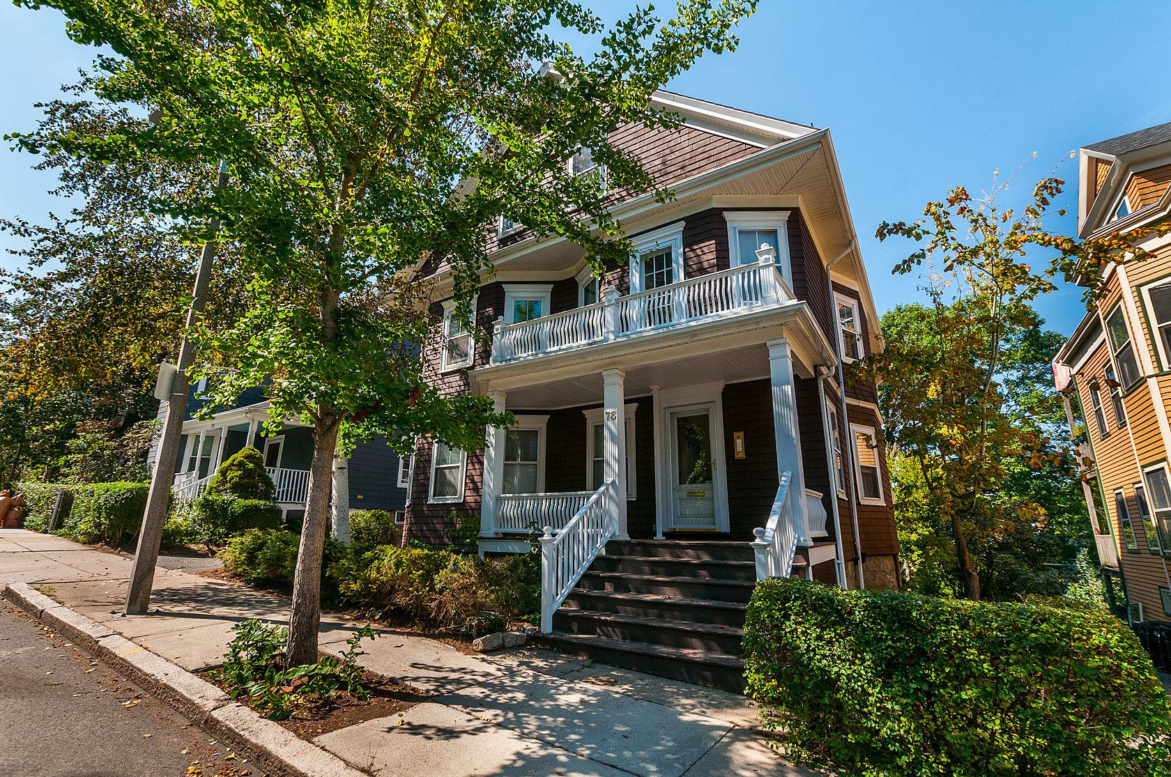 Apartamentos multi-familiares para Venda às 76 Wenham Street Jamaica Plain, Boston, Massachusetts 02130 Estados Unidos