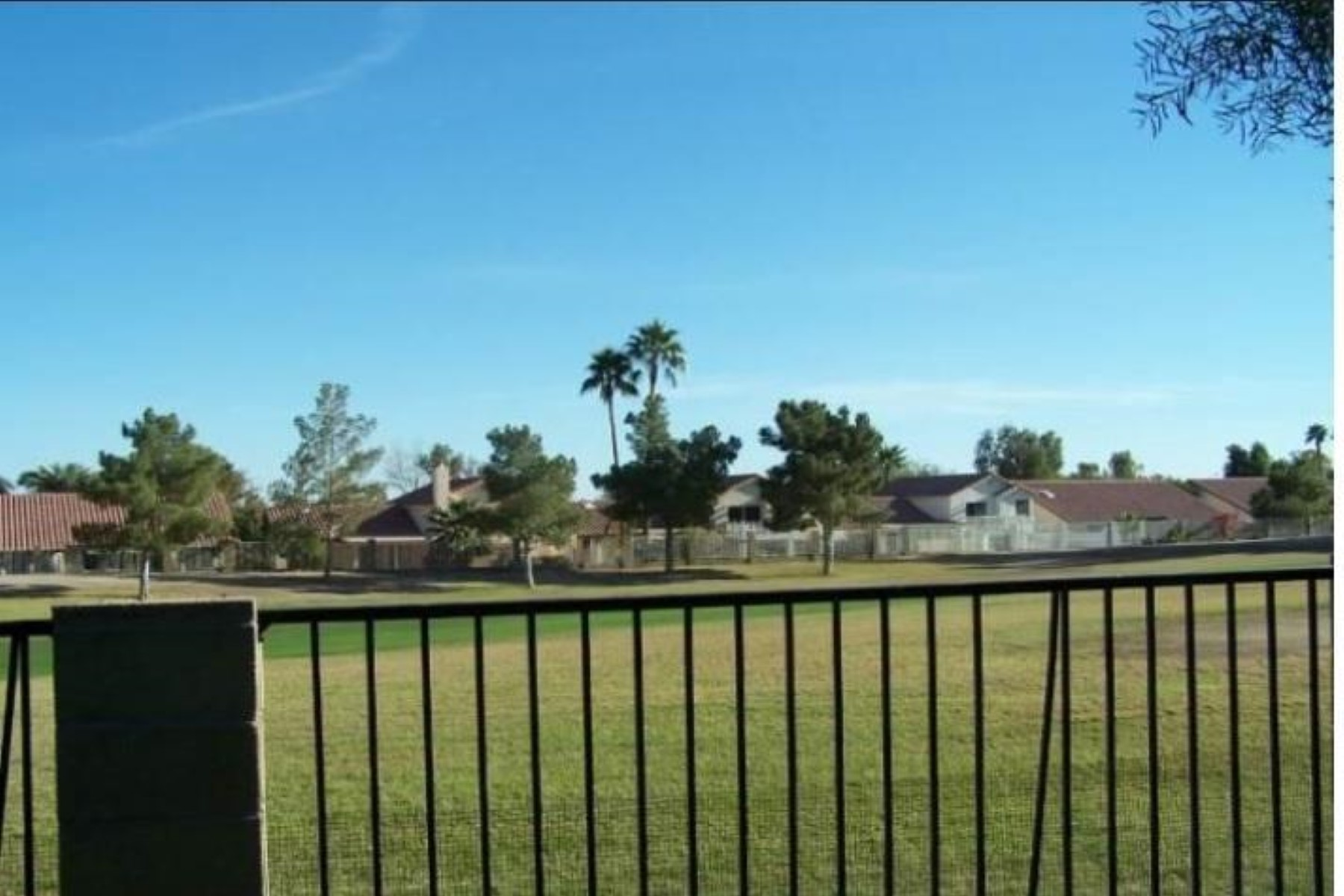 Vivienda unifamiliar por un Venta en Fantastic home on a golf course lot 11057 S Tomah St Phoenix, Arizona, 85044 Estados Unidos