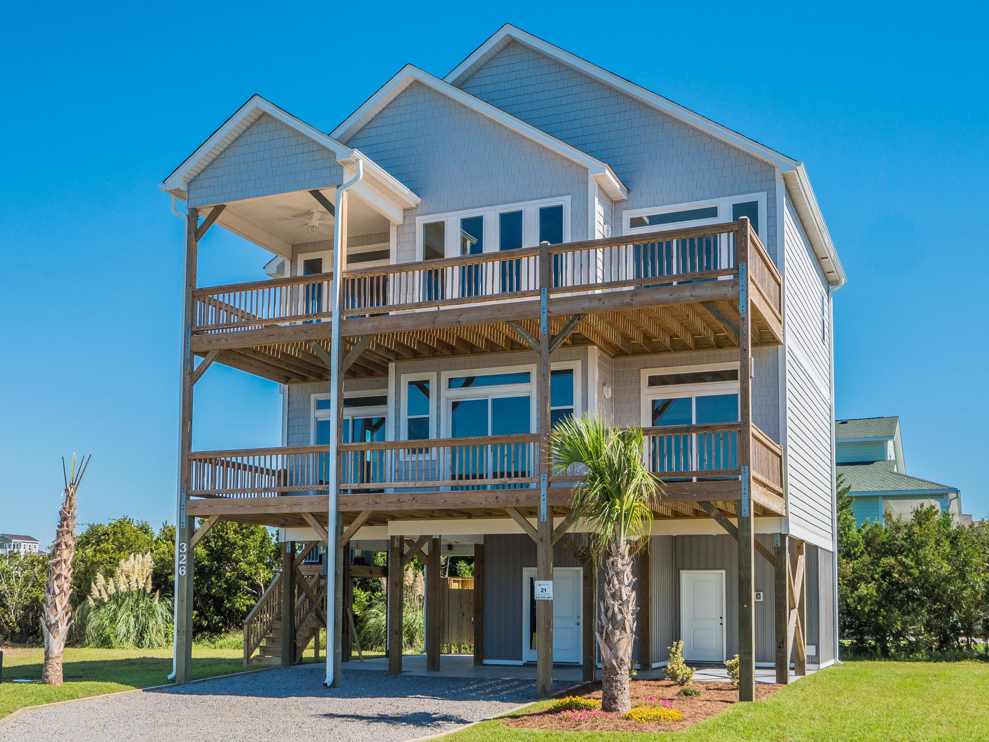 Moradia para Venda às Newly Built Waterfront Home Lot 6 Oceanaire Lane Surf City, Carolina Do Norte, 28445 Estados Unidos